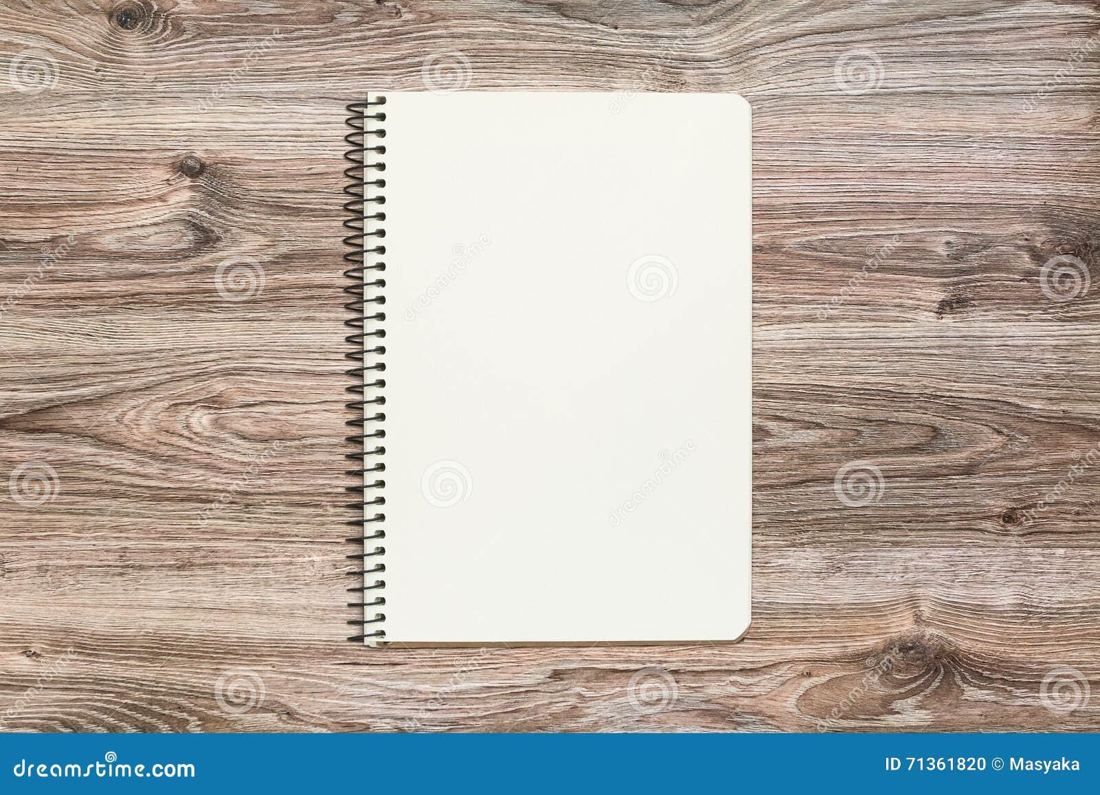 Model van open blocnote met blanco pagina op houten achtergrond stock foto afbeelding 71361820 - Ruimte model kamer houten ...