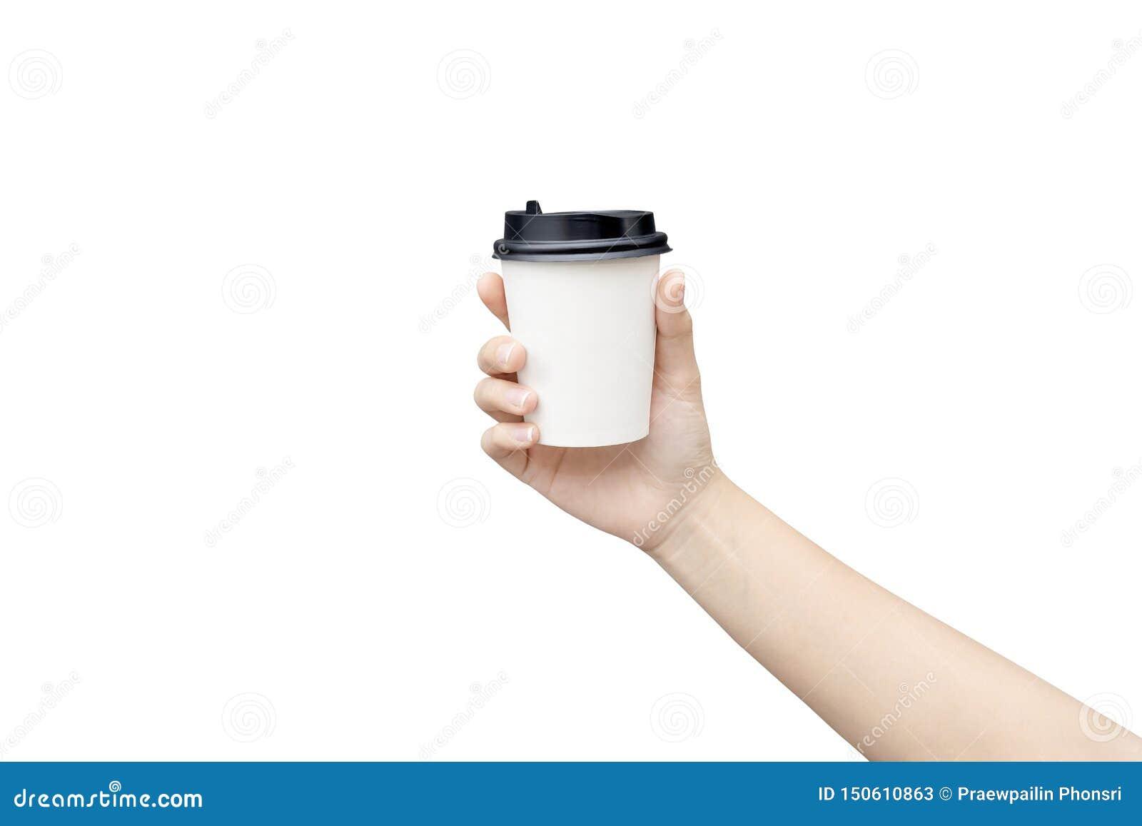 Model van vrouwelijke hand die een Koffiedocument kop houden die op lichtgrijze achtergrond wordt geïsoleerd Het beeld van de clo
