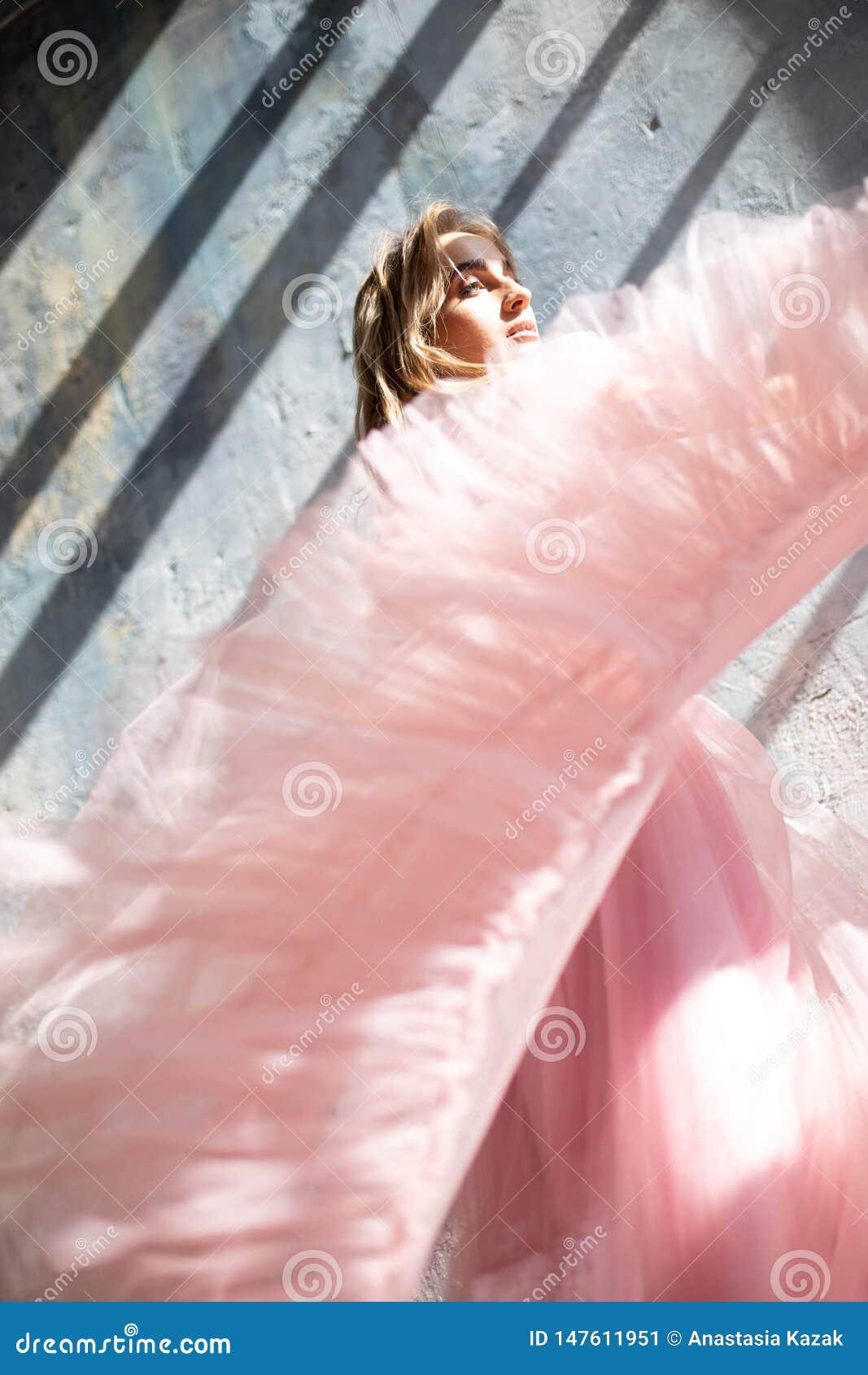Pink foam dress, frozen moment