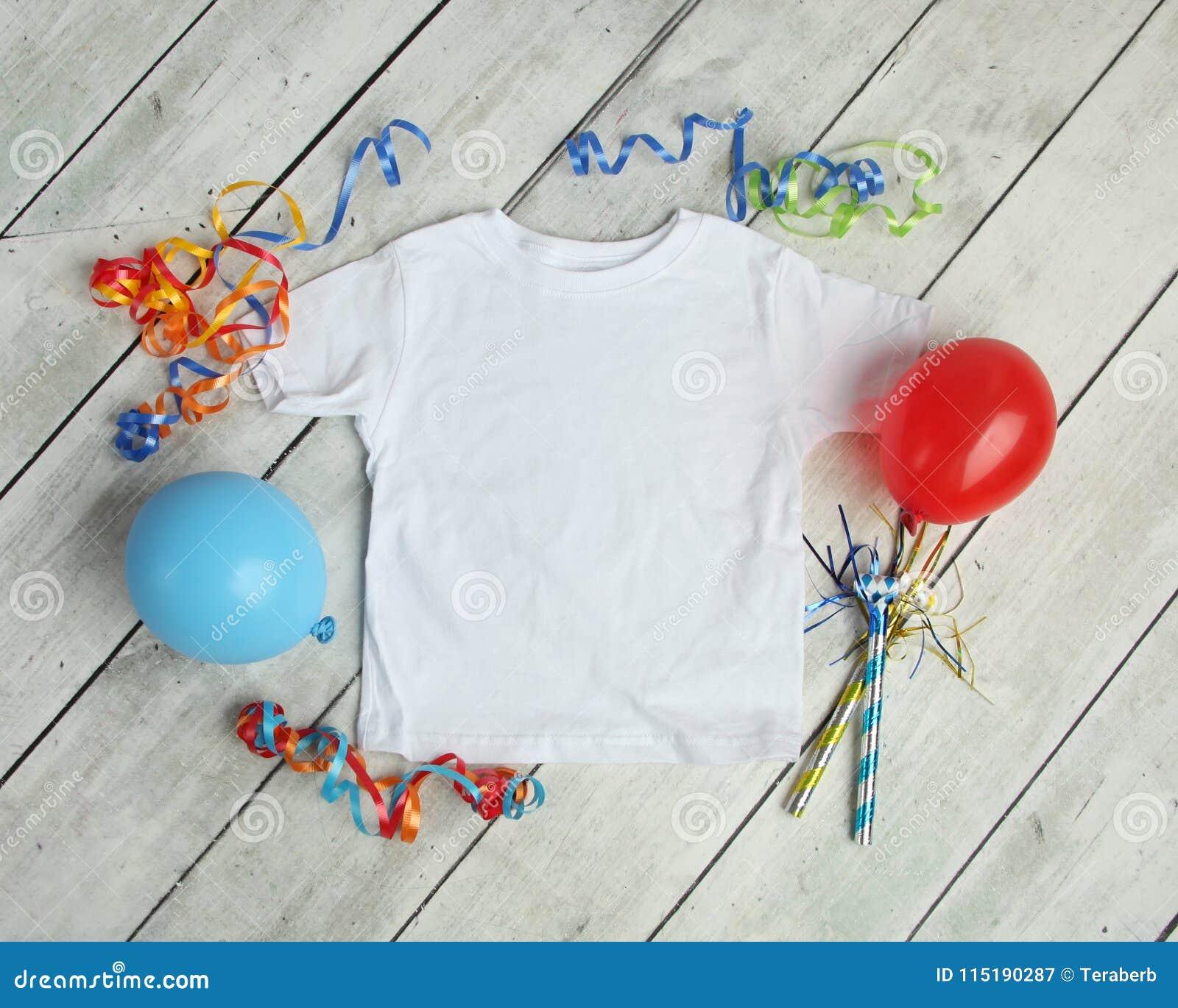 Modell-Ebenen-Lage Kind-` s des Weiß-T-Shirts
