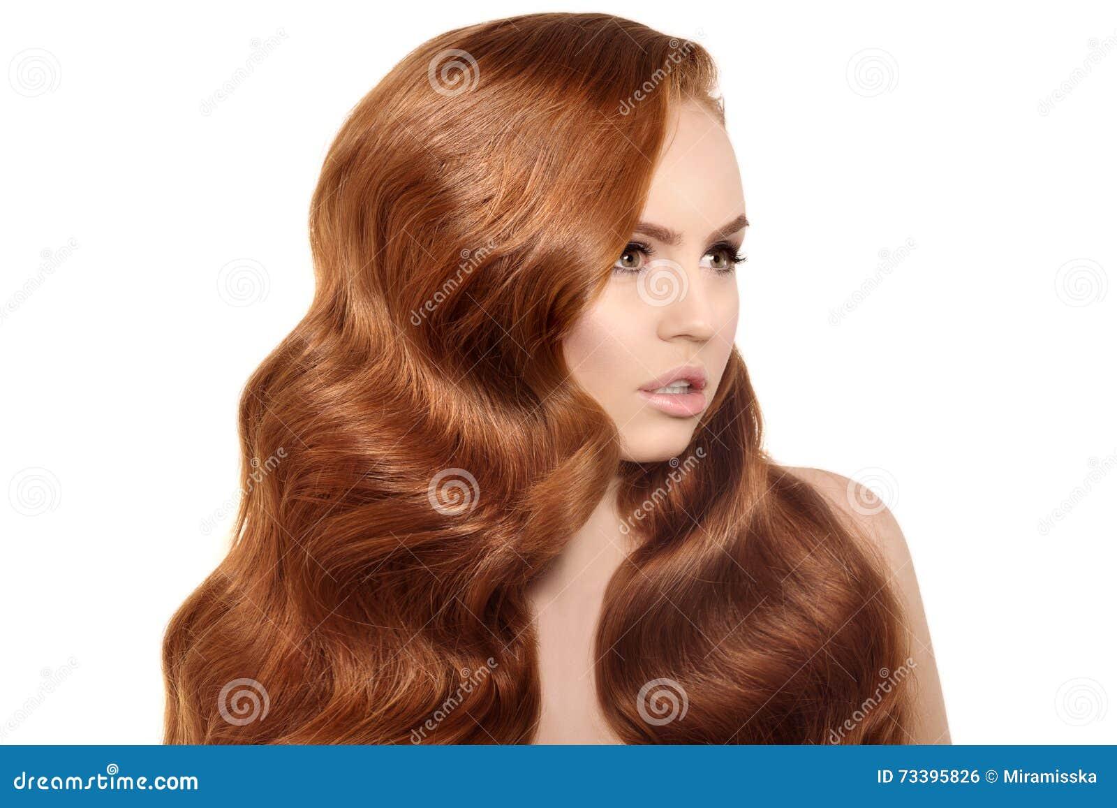 svart rött hår