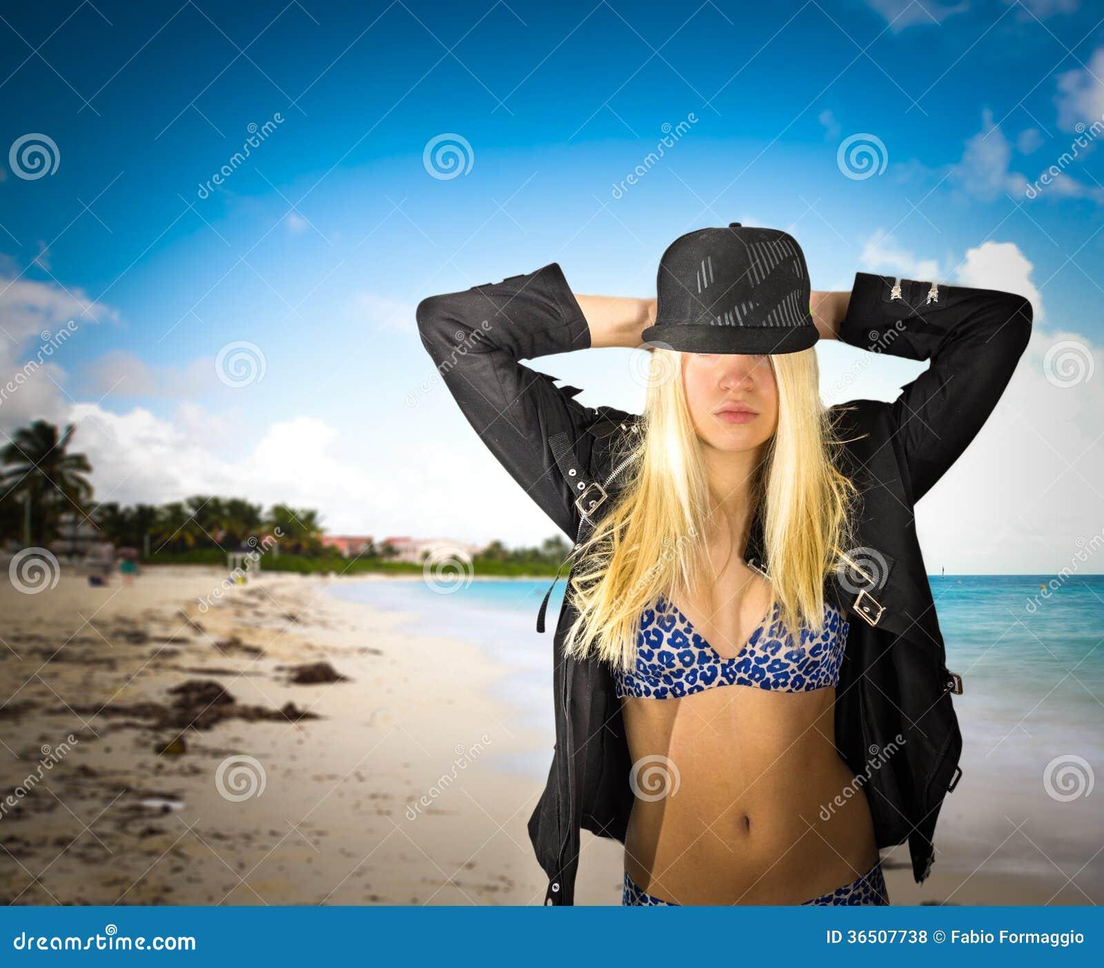 Modell på stranden