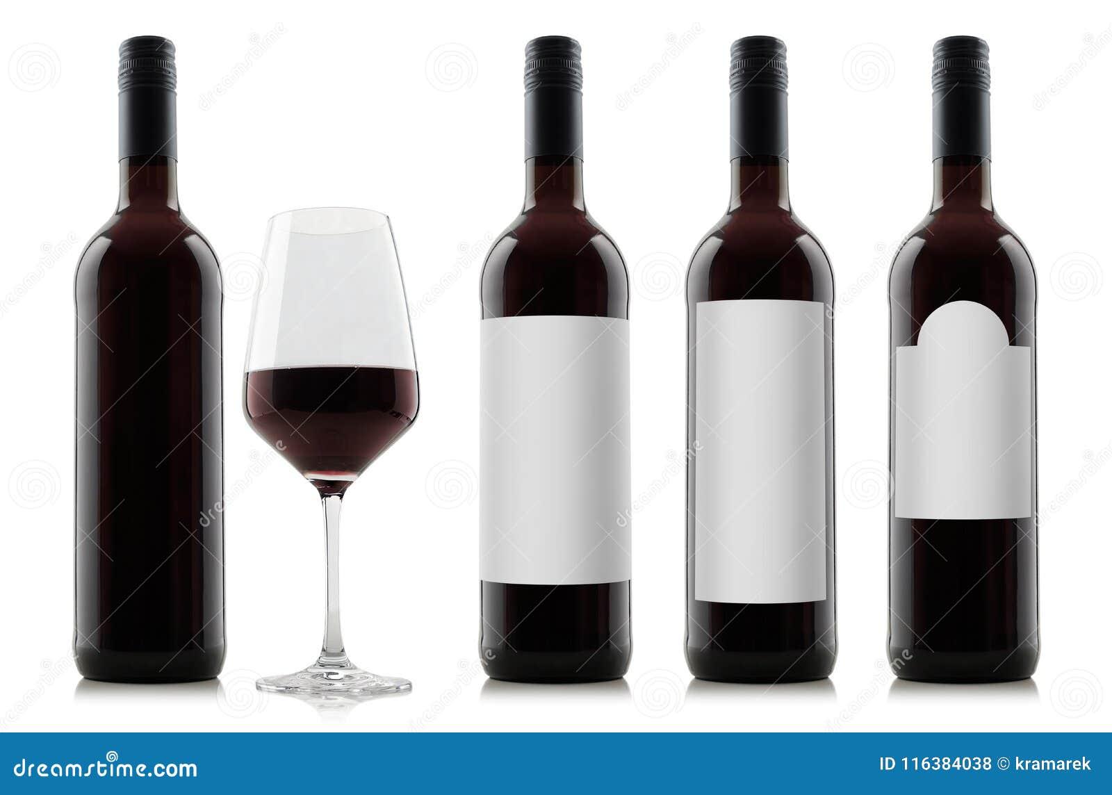 Modell von Rotweinflaschen mit leeren Weißaufklebern und von Glas Wein