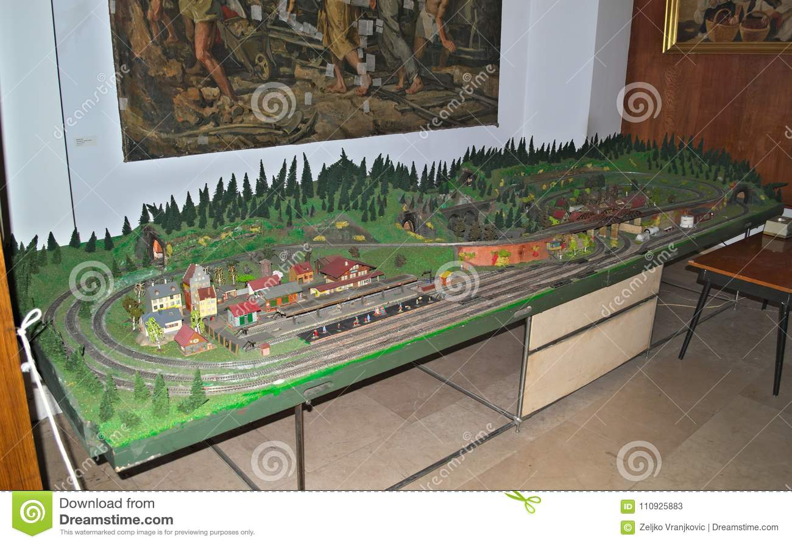 Modelljärnvägtabell på skärm i museum