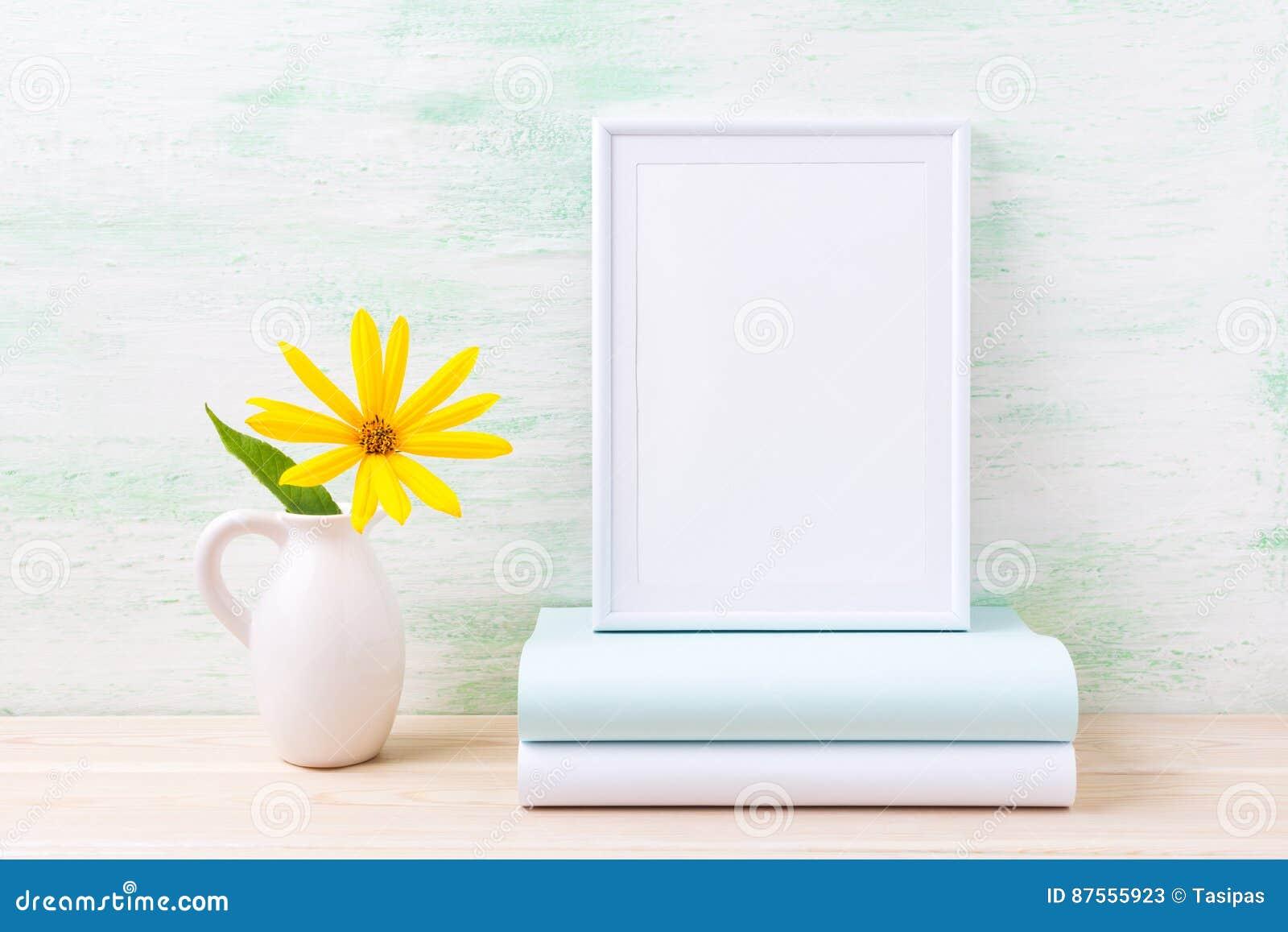 Fiori Gialli Libri.Modello Bianco Della Struttura Con I Fiori Ed I Libri Gialli