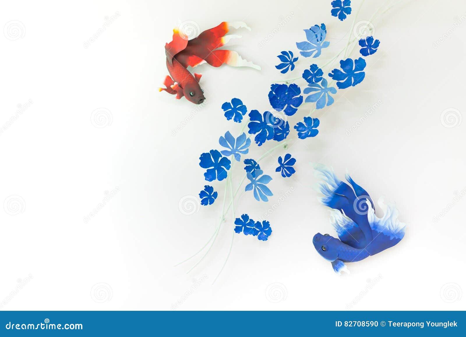 Modello blu del pesce rosso sulle pareti