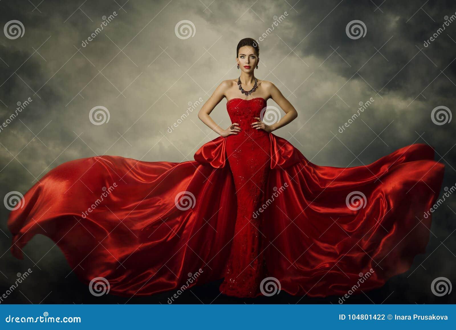 Modello di moda Art Dress, abito rosso della donna elegante retro