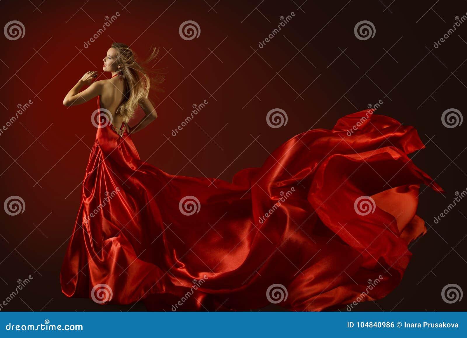 Modello di moda Dance in vestito rosso, bella donna ballante