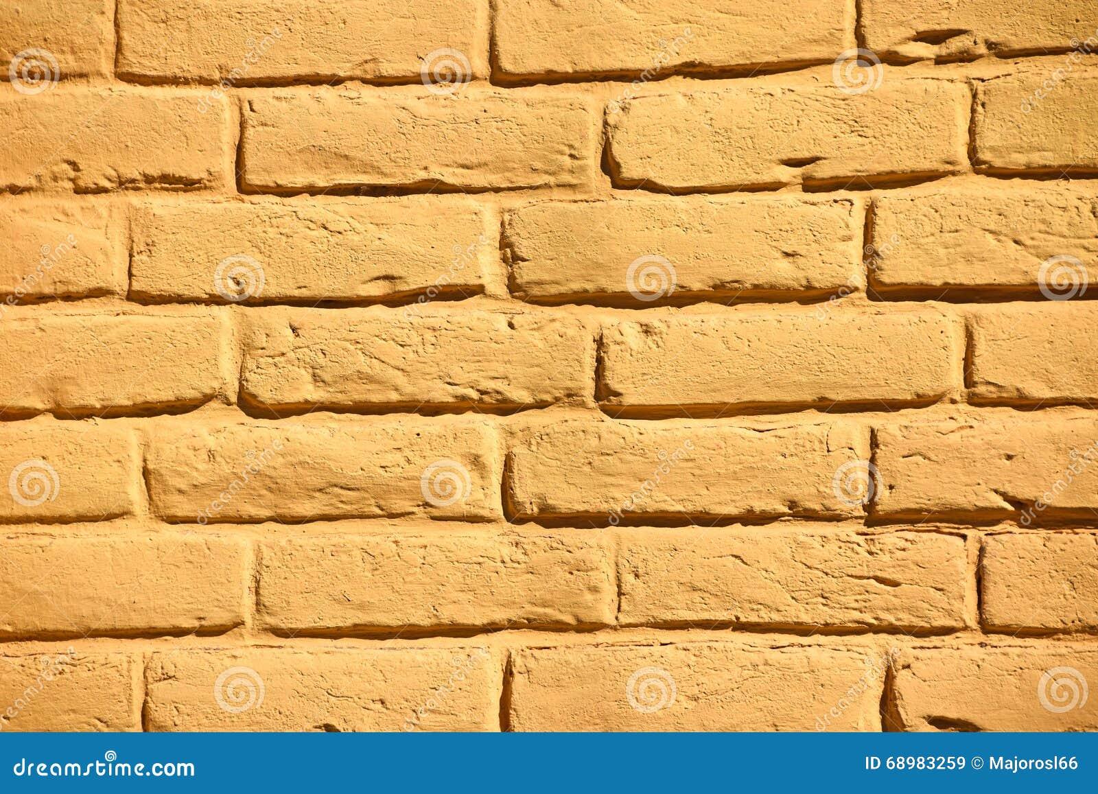 Modelo amarillo de la pared de ladrillo