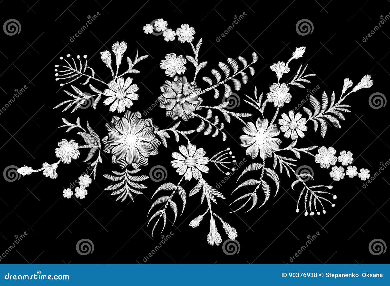 Modelo blanco del cordón de flores en un fondo negro Bordado de imitación Manzanilla, nomeolvides, gerbera, Paisley