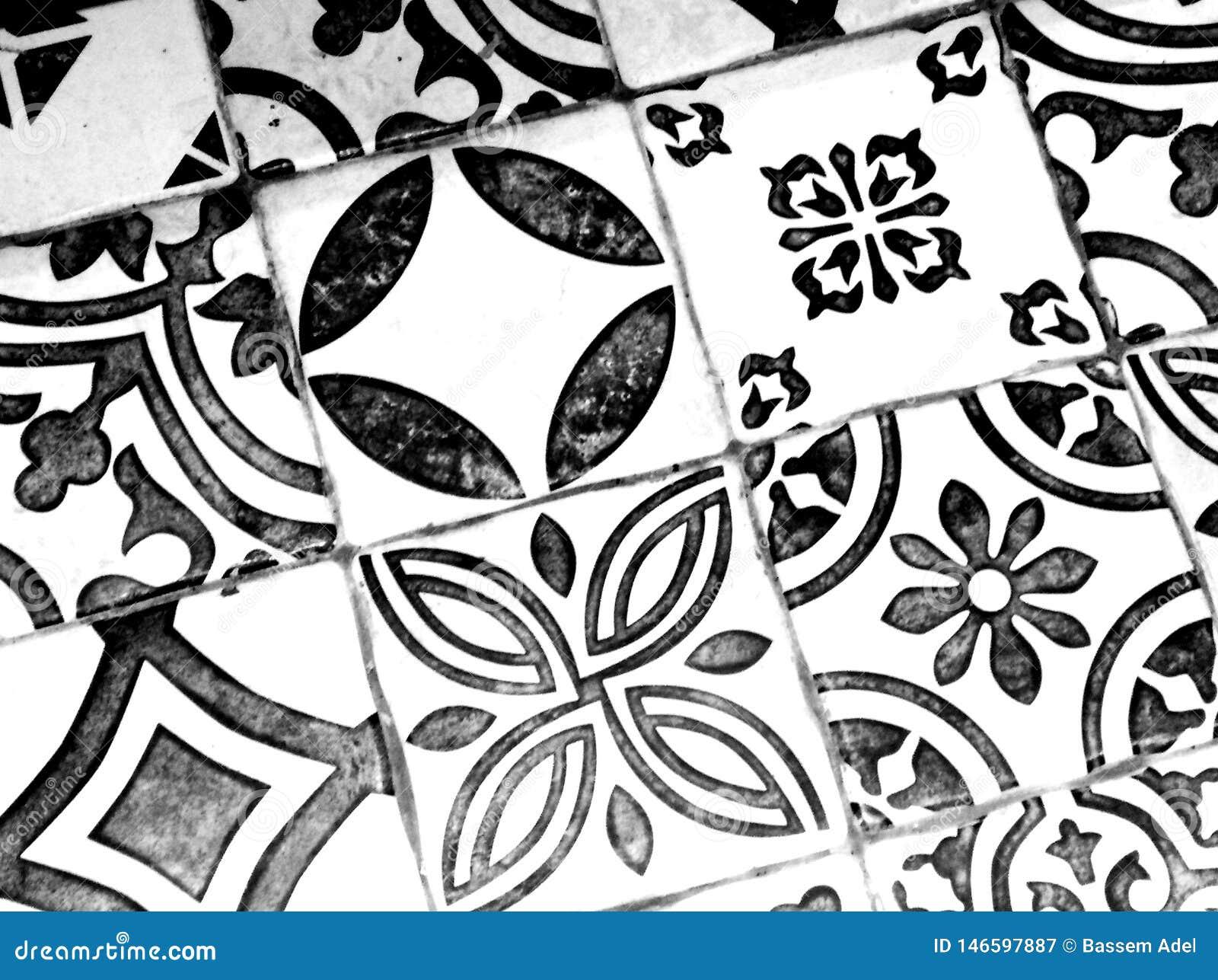 Modelo blanco y negro oriental
