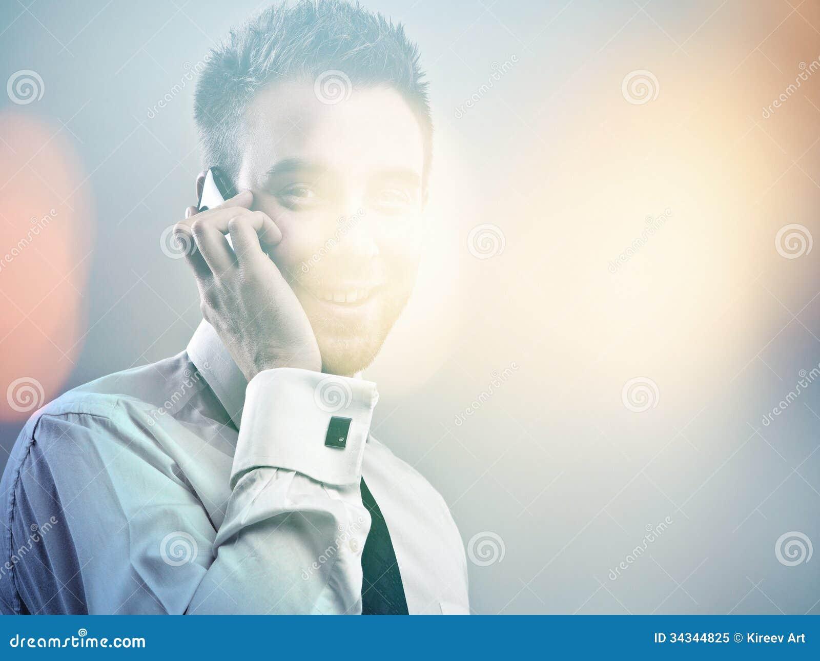 Modelo considerável novo elegante. Retrato pintado digital colorido da imagem do homem de negócios atrativo novo.