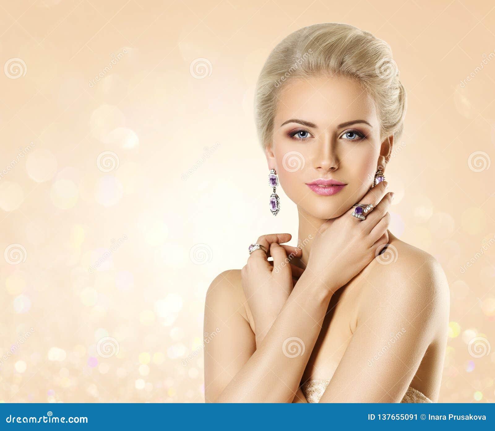 Modelo de forma Beauty Portrait, mulher elegante com joia, composição bonita