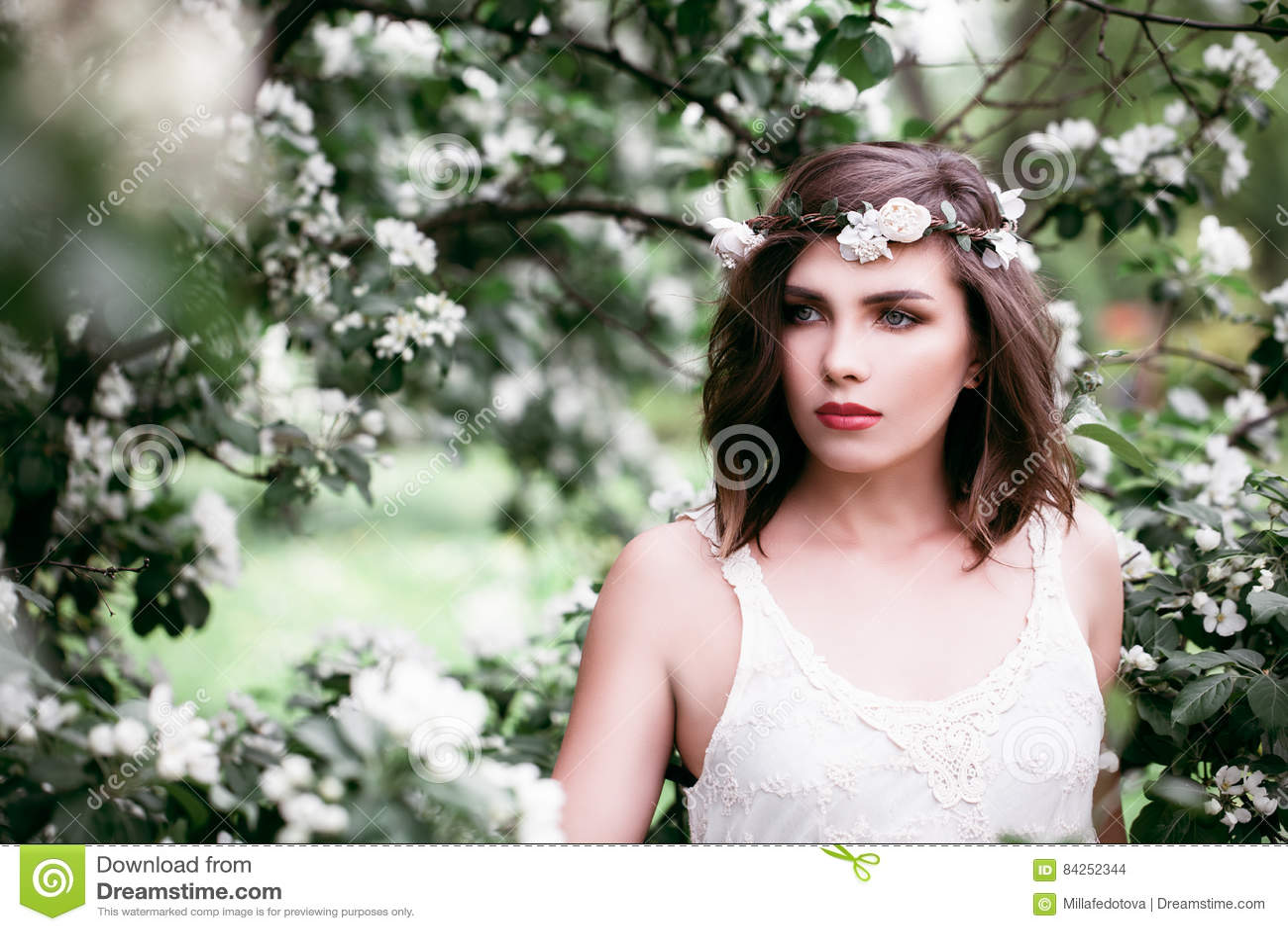 Modelo de forma perfeito Outdoors da mulher Saúde e beleza