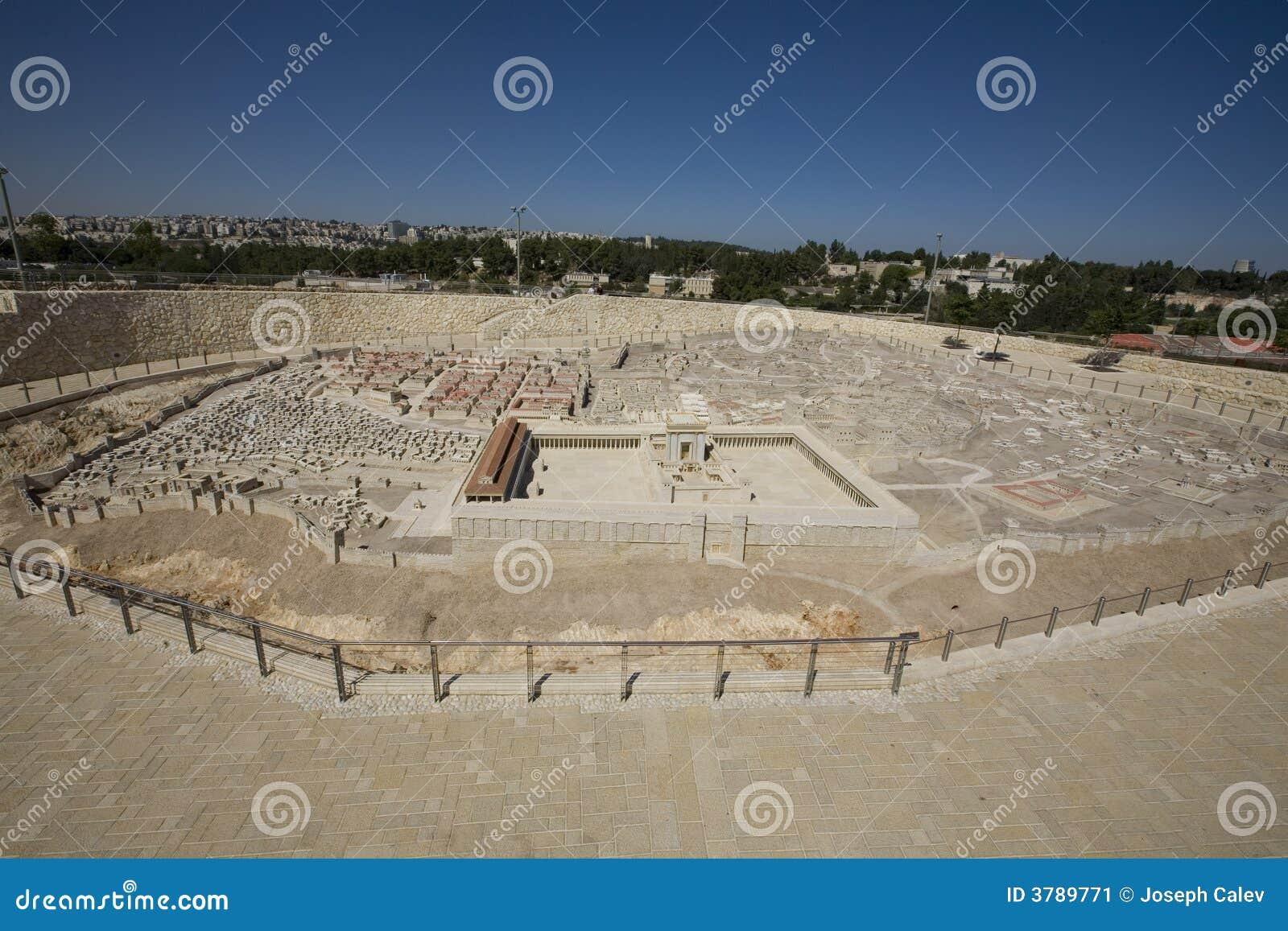Modelo de Jerusalem antigo, cidade nova no fundo