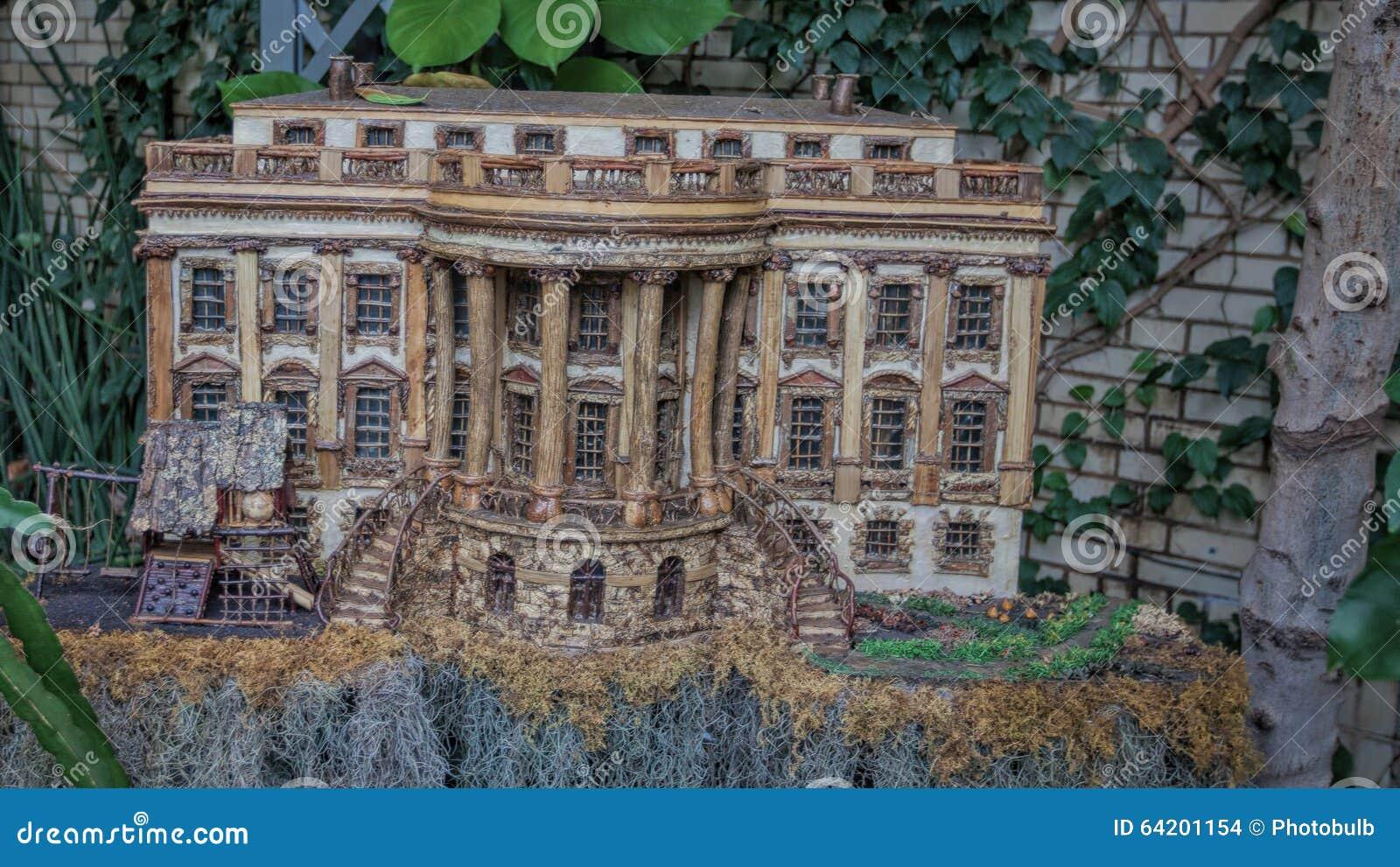 Modelo de la Casa Blanca hecha del material vegetal