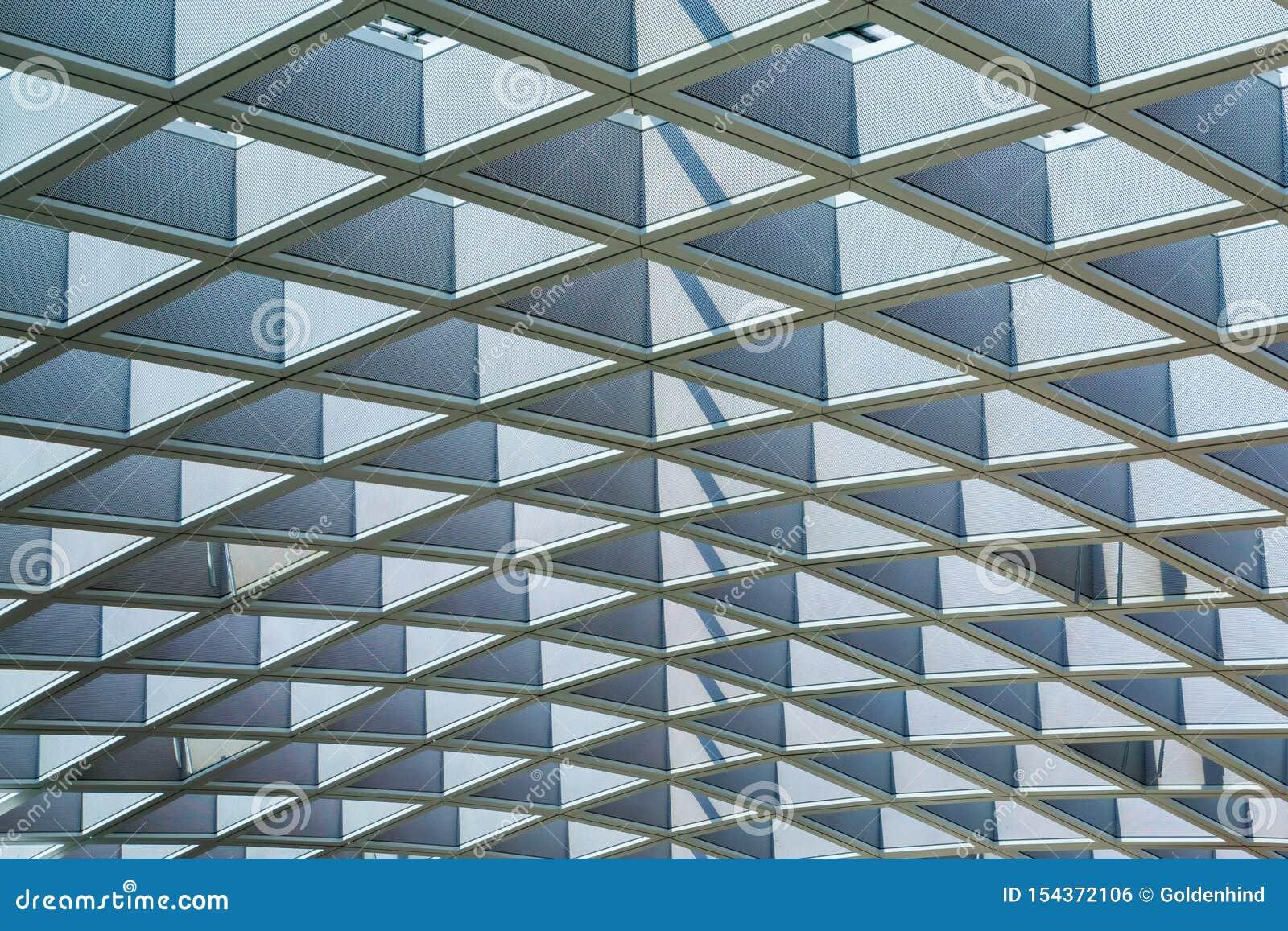 Modelo de los detalles de la arquitectura de la estructura de tejado del marco de acero en un edificio moderno