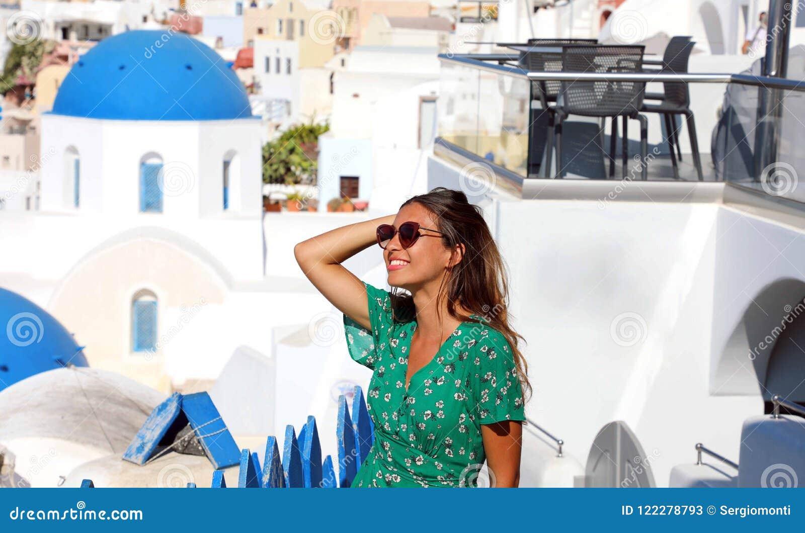 Con En Atractivo Bronceada Las Bonita Mujer Moda De Santorini Modelo 4ALj35qR