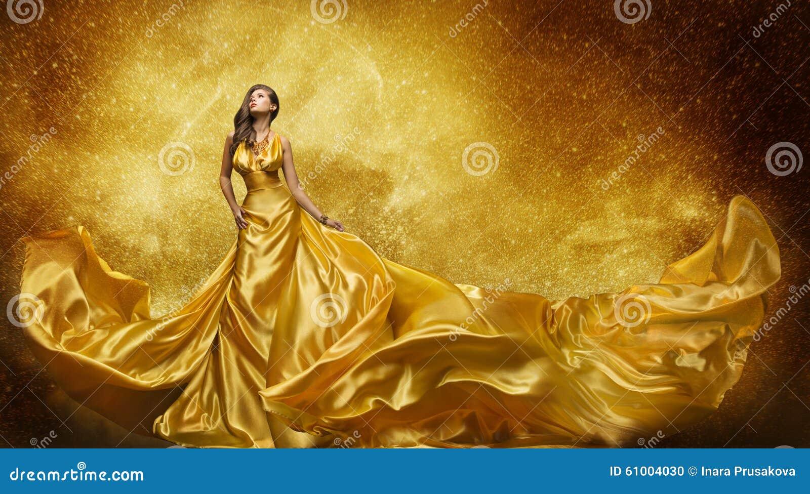 Modelo de moda del oro Dress, tela que fluye del vestido de seda de oro de la mujer