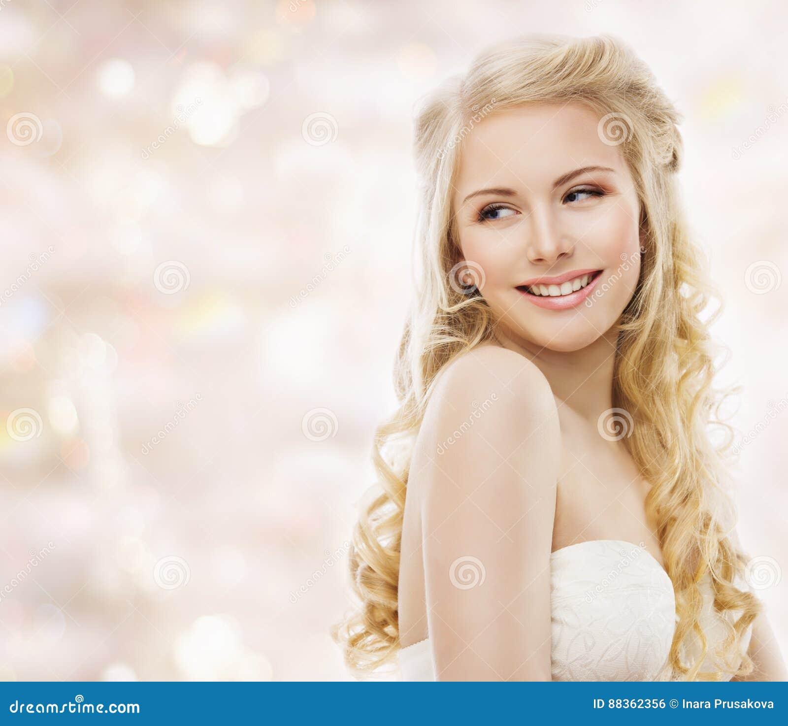 Modelo de moda Long Blond Hair, retrato de la belleza de la mujer, muchacha feliz