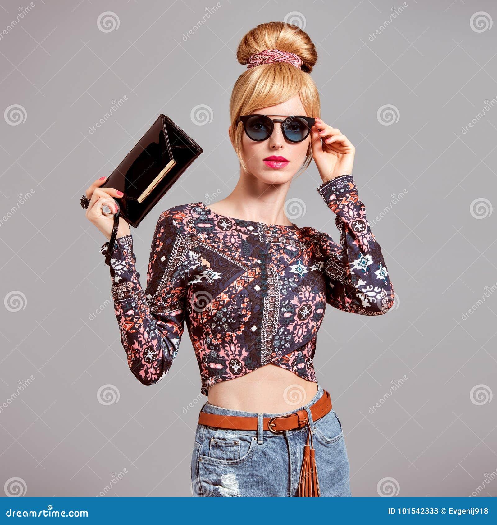 Modelo de moda Sexy Blond Girl, gafas de sol del encanto