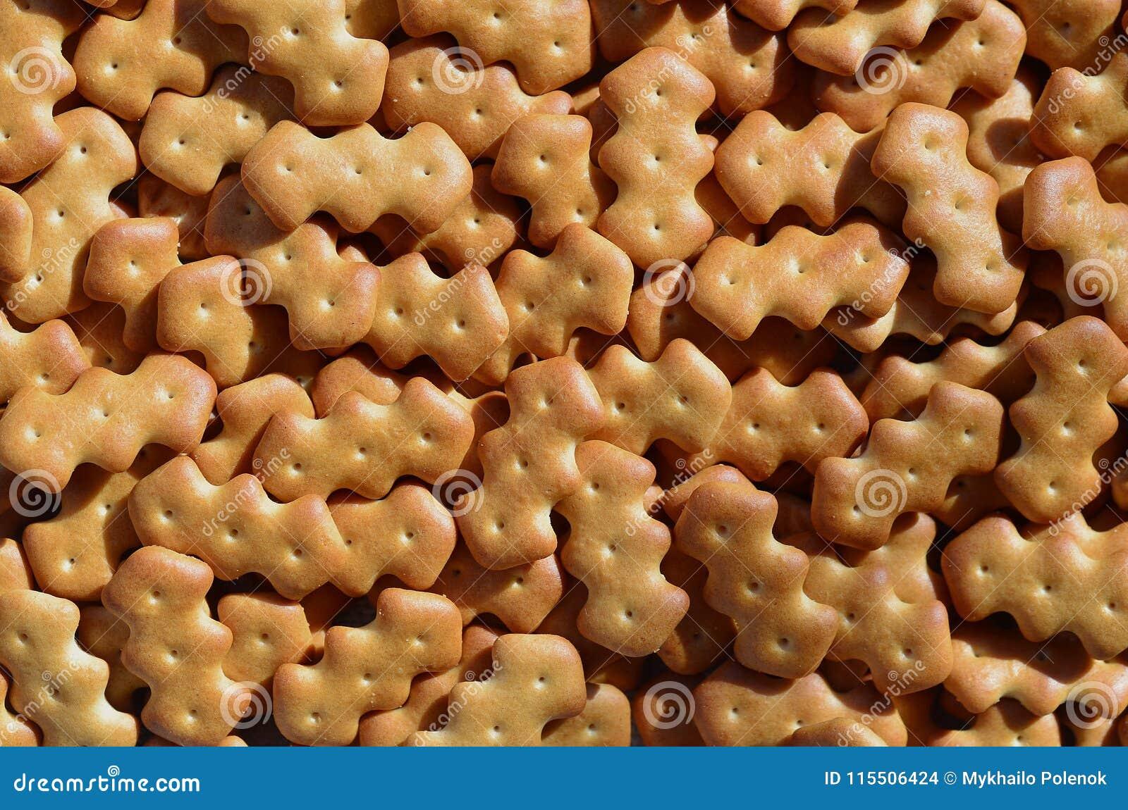 Modelo del muchas galletas saladas amarillas