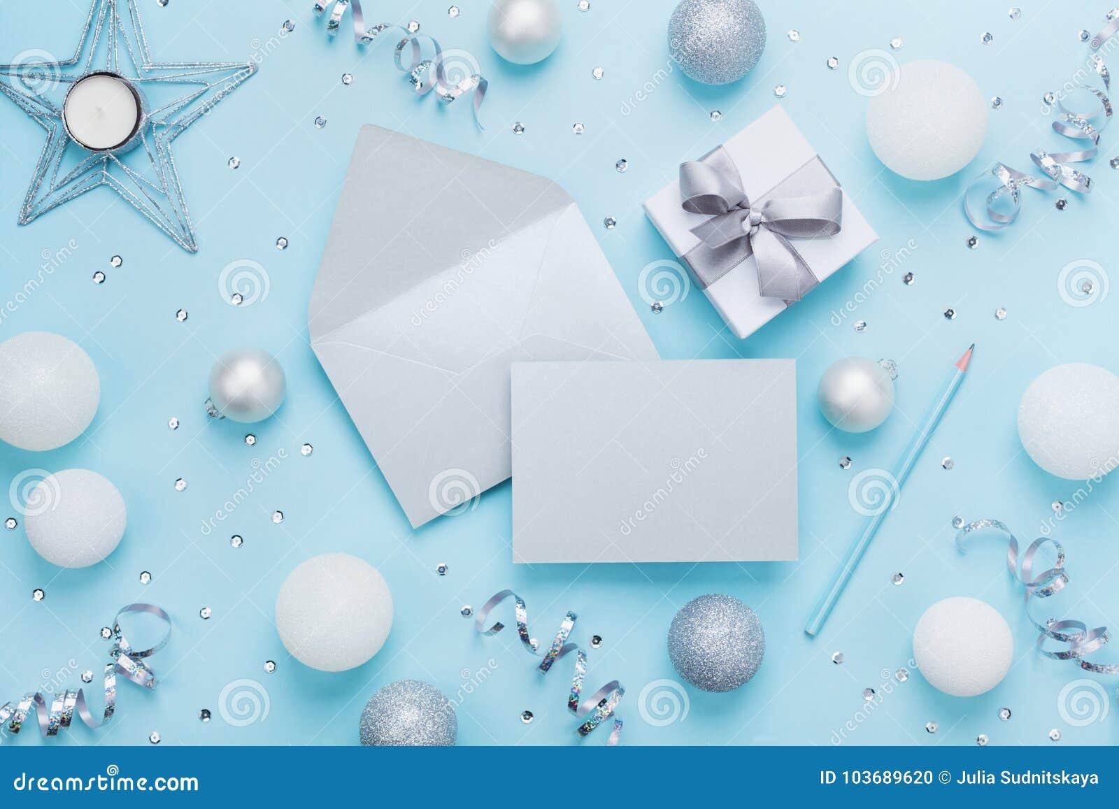 Modelo do Natal da forma para cumprimentar Envelope, cartão de papel, caixa de presente e decoração na opinião de tampo da mesa a
