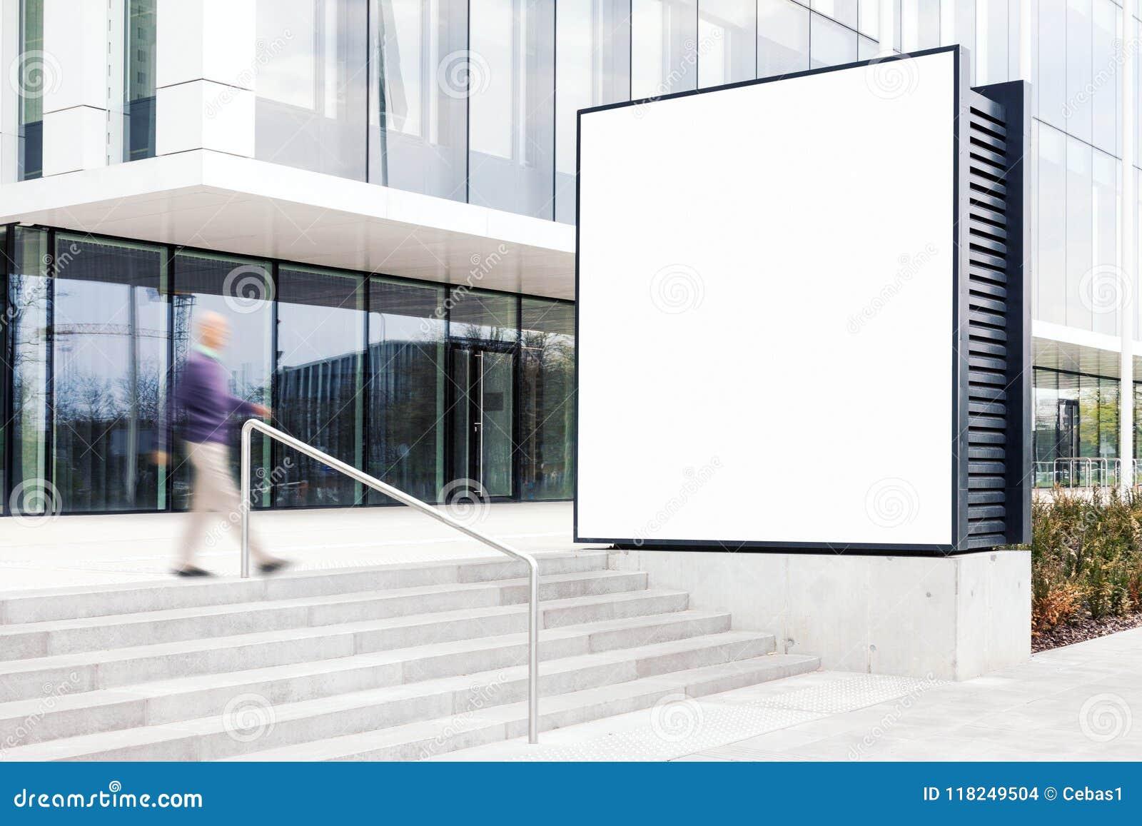Modelo exterior do quadro de avisos no distrito financeiro moderno