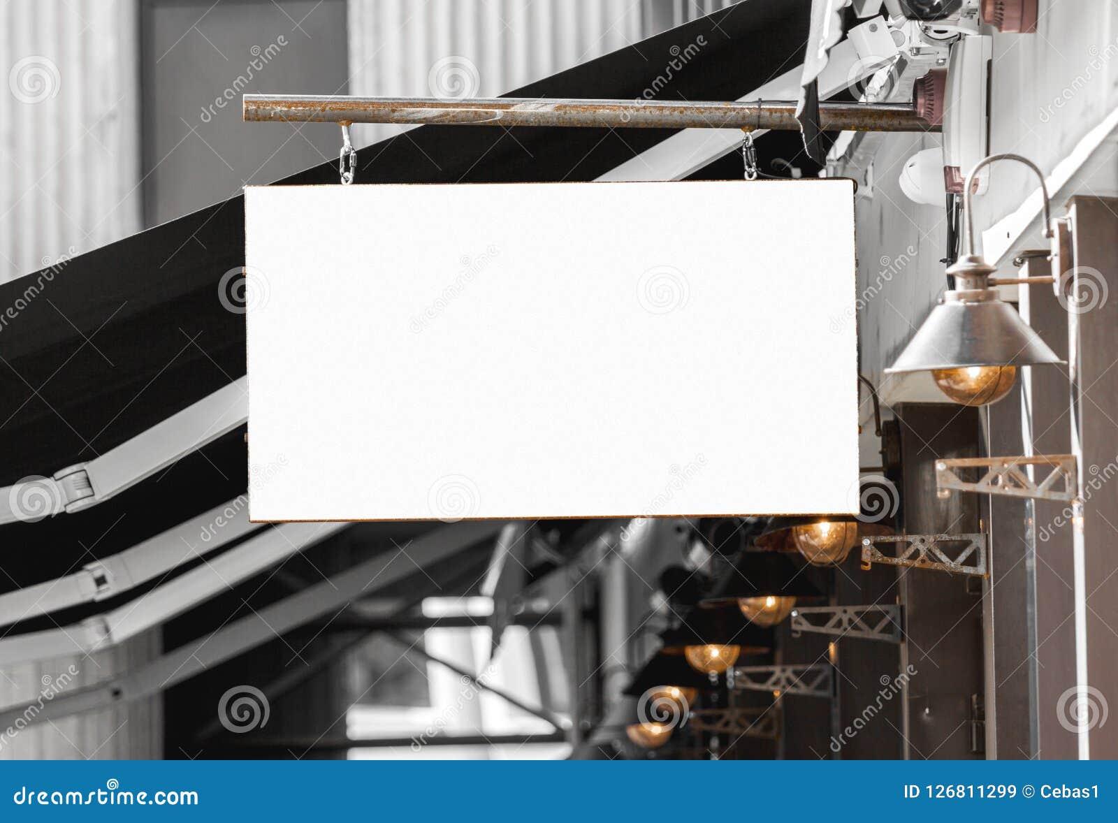 Modelo exterior do signage do restaurante ou do café para adicionar o logotipo da empresa