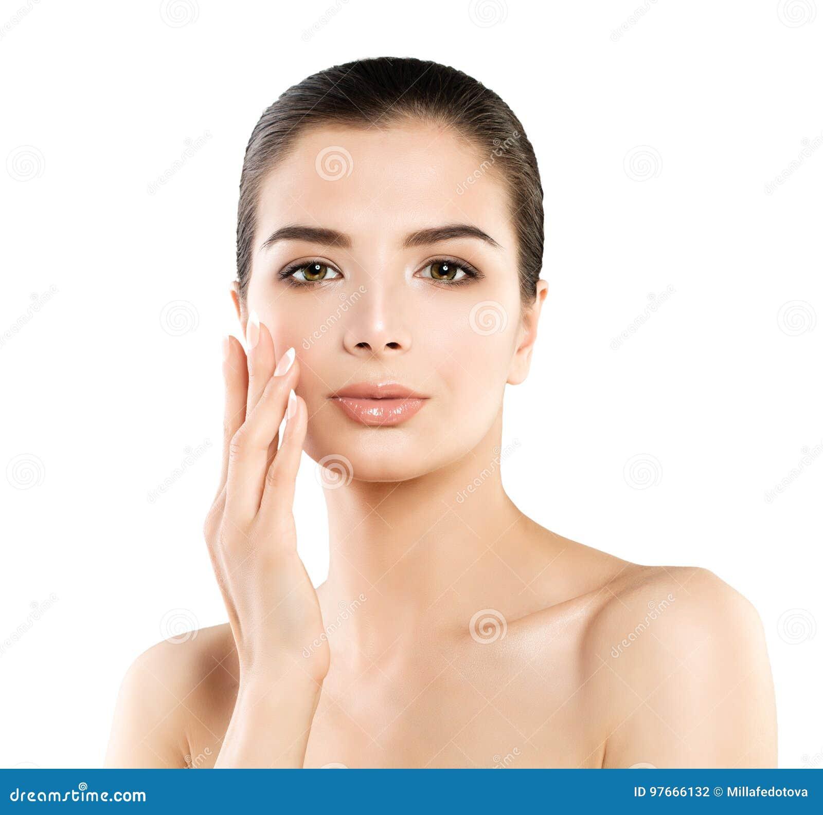 Modelo lindo Woman del balneario con la piel sana que toca su mano su Fac