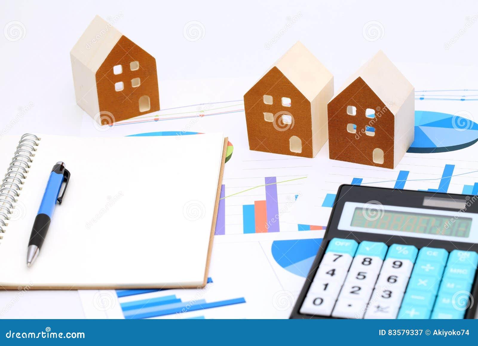 Modelo Miniatura De La Casa En El Documento De La Carta