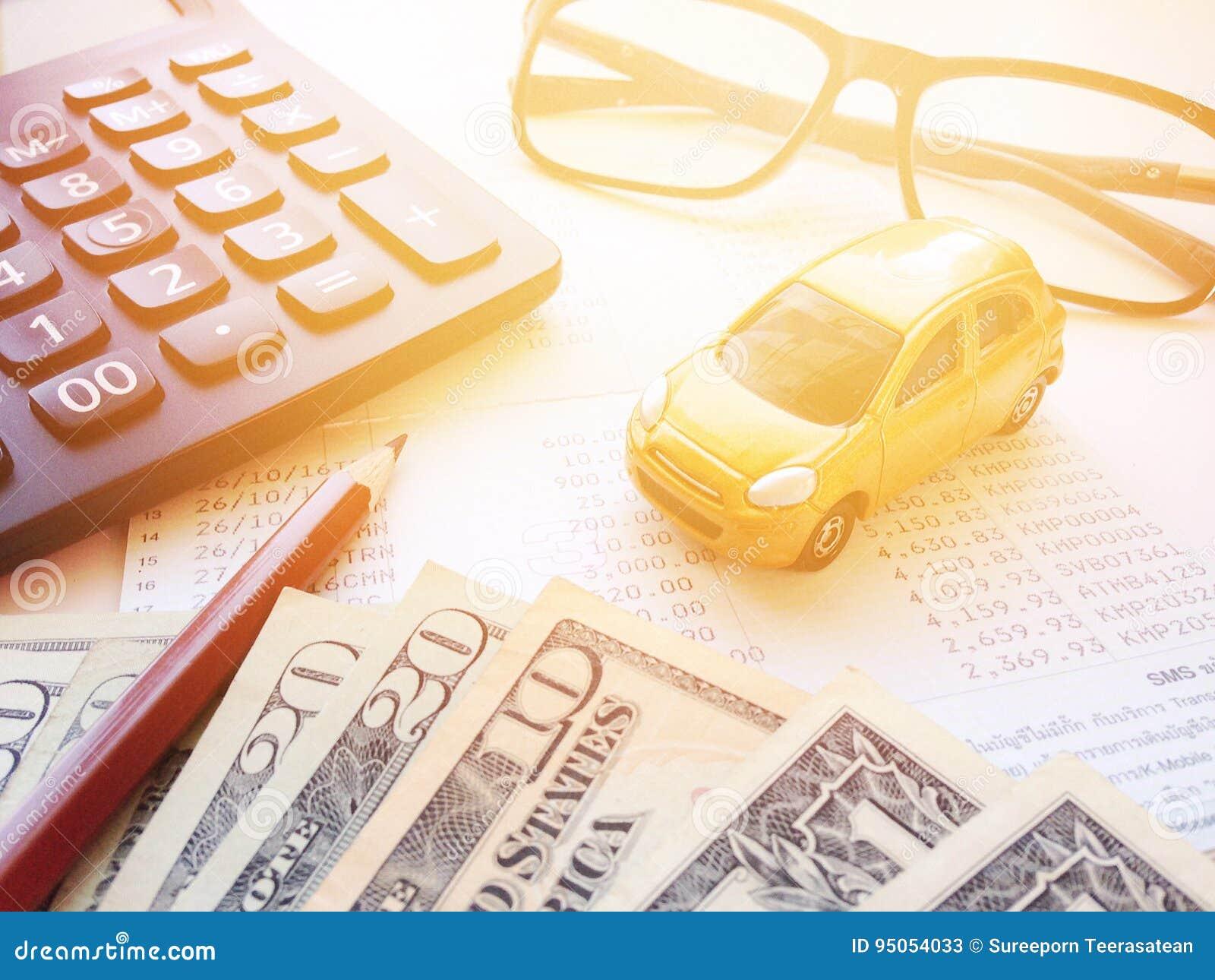 Modelo Miniatura Del Coche, Lápiz, Dinero, Calculadora, Lentes Y ...