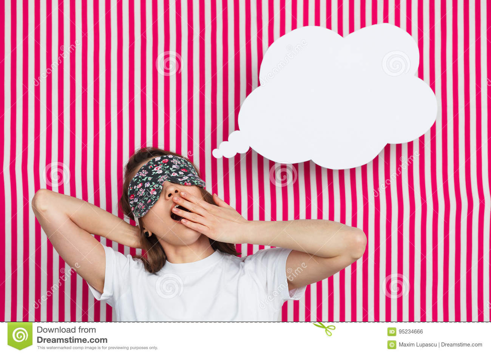Modelo soñoliento con la burbuja del discurso