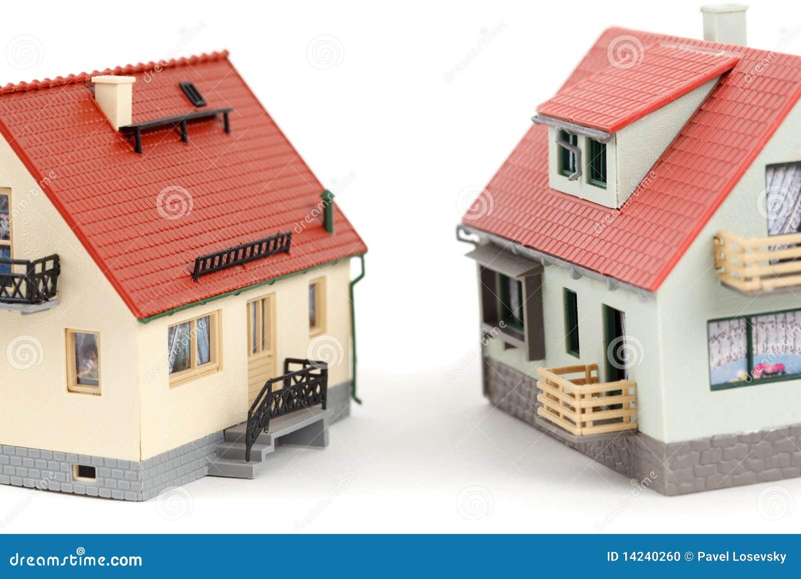 Modelos de dos casas en el fondo blanco foto de archivo for Modelo de casa de 4x6