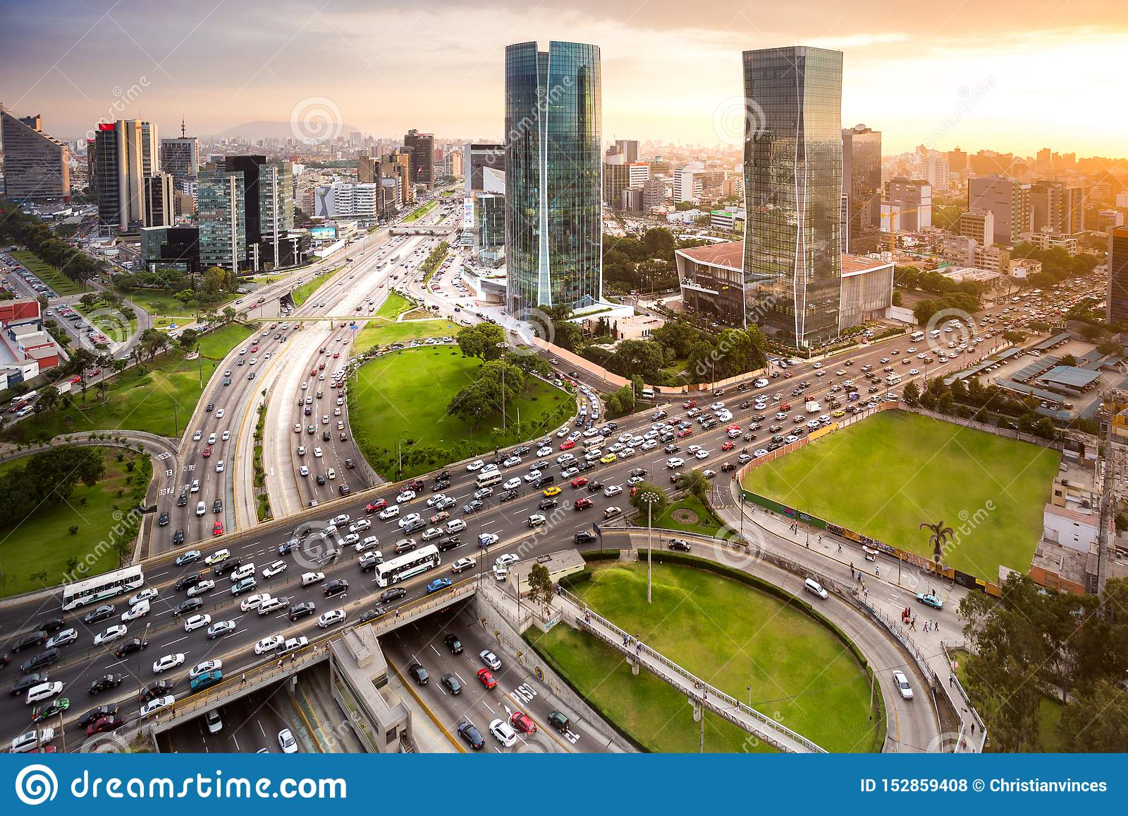 Moder-Ansicht der Finanzstadt von San Isidro, in Lima, Peru