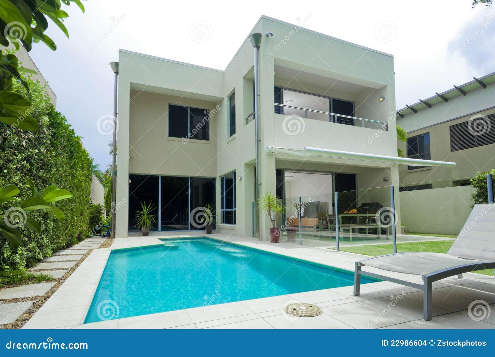 Moder house with swimming pool stock photo image 22986604 - Fotos de casas con piscina ...