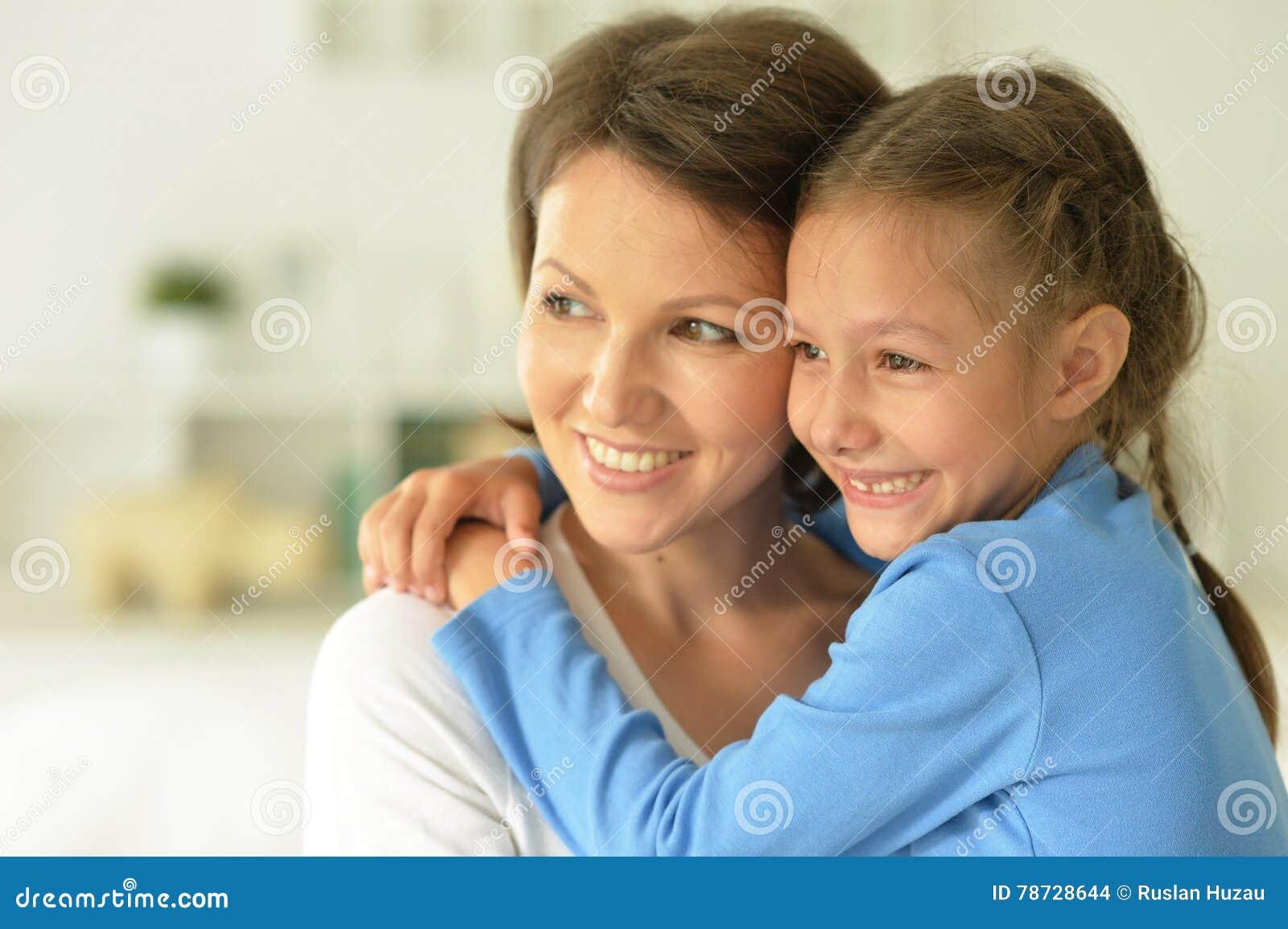 Moder med den hemmastadda dottern