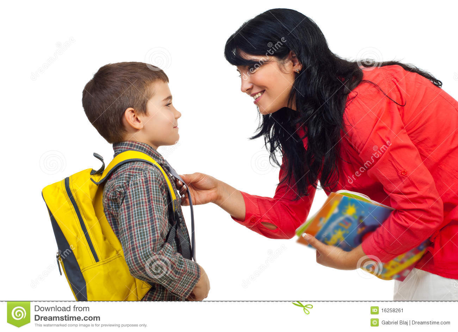 Moder som förbereder skolasonen