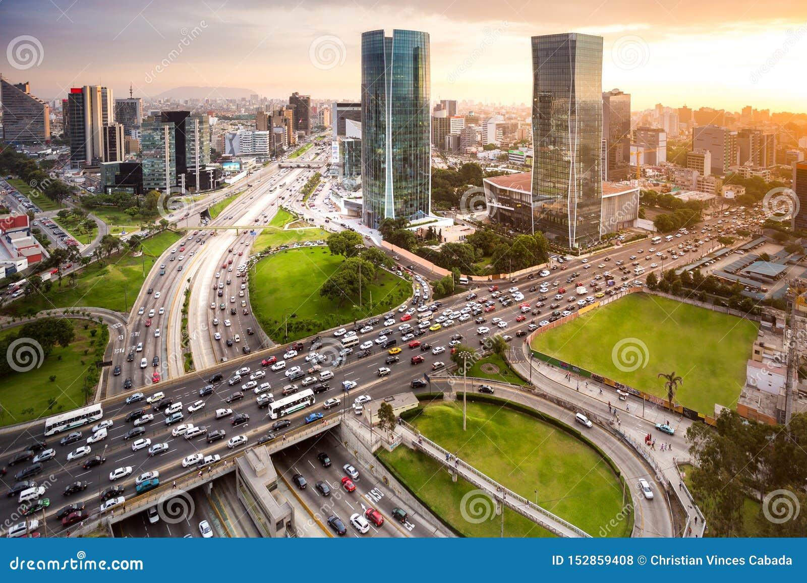Moder widok pieniężny miasteczko San Isidro w Lima, Peru