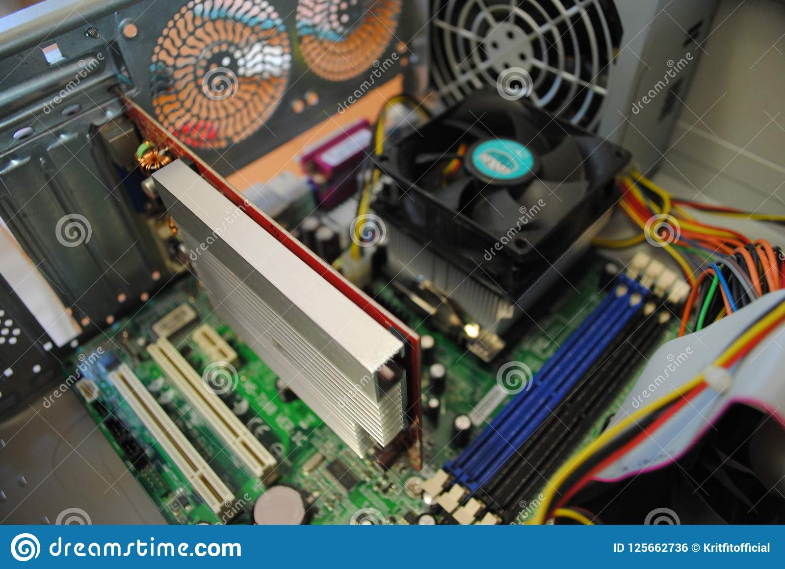 Moderkort, videokort och processor inom datoren