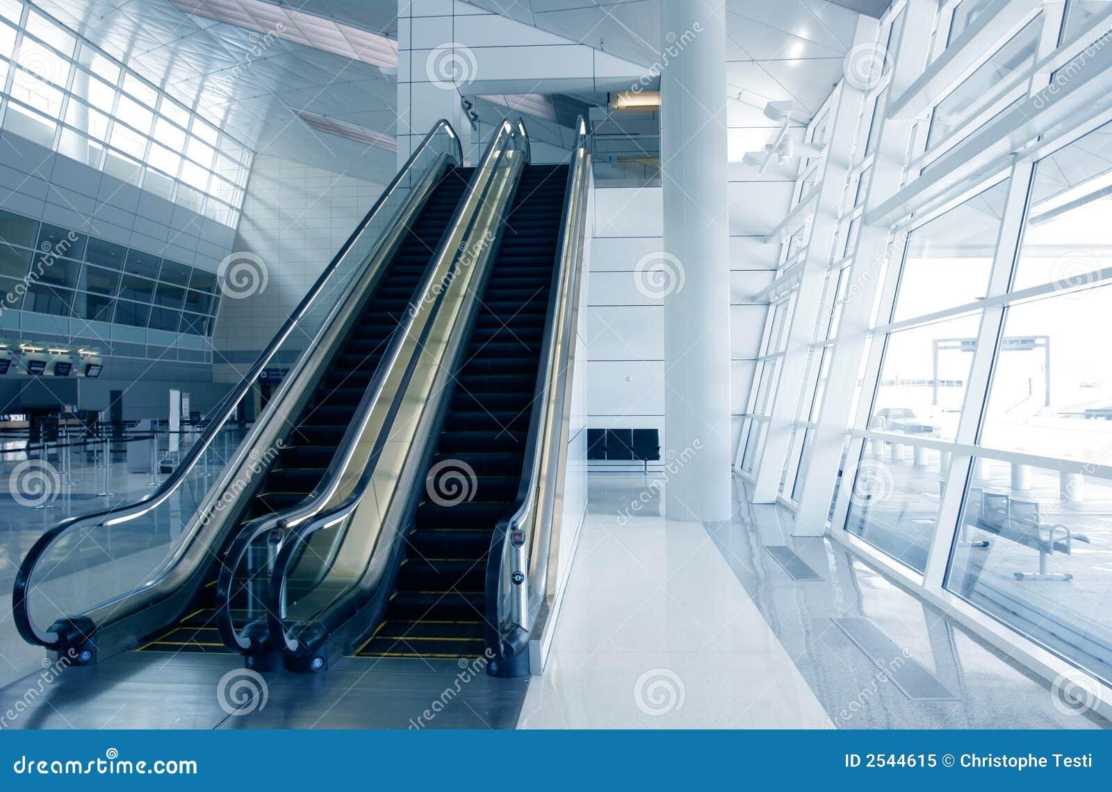modern-airport-architecture-2544615.jpg