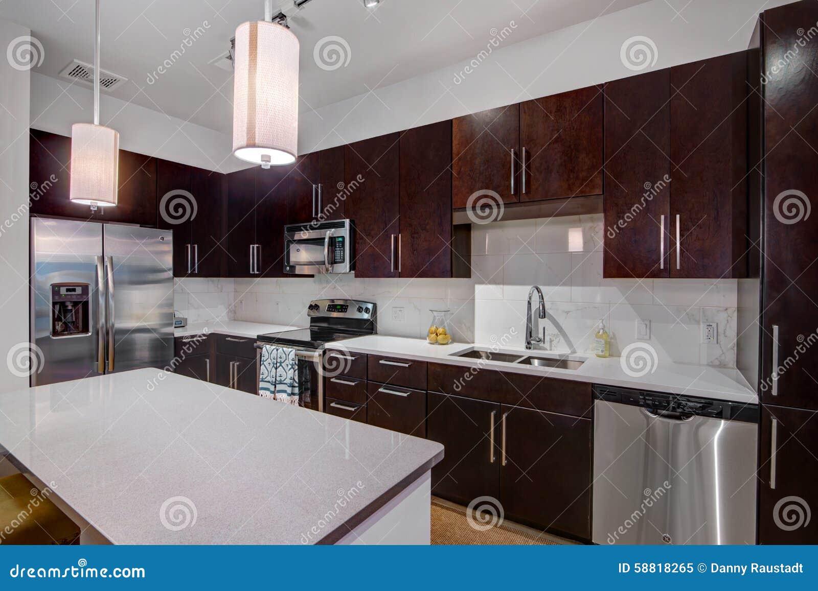 Modern apartment kitchen stock photo image 58818265 - Mur couleur framboise ...