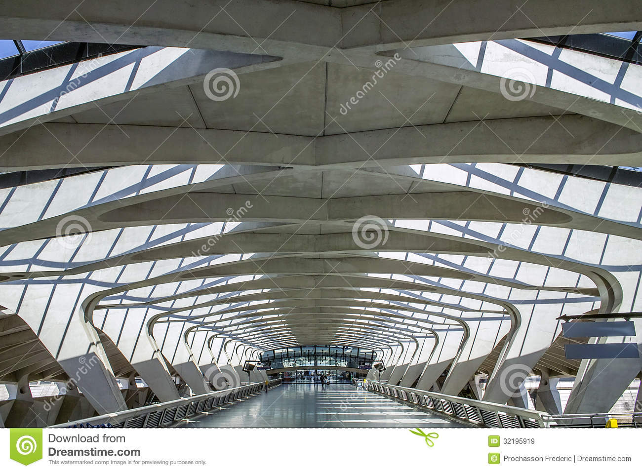Modern architecture editorial stock image image of lyon for Architecture moderne