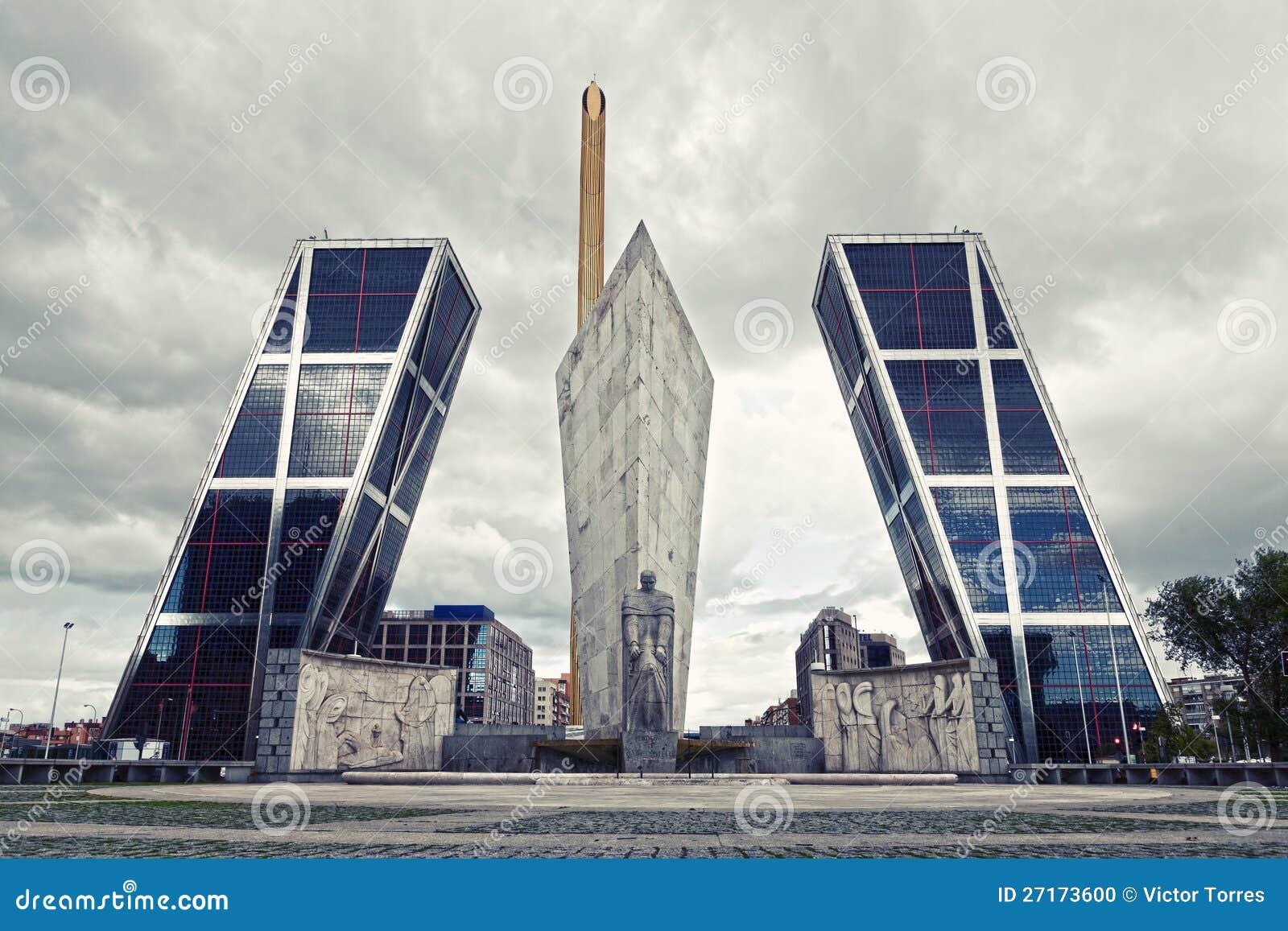 Architettura A Madrid modern architecture in madrid (puerta de europa) stock photo