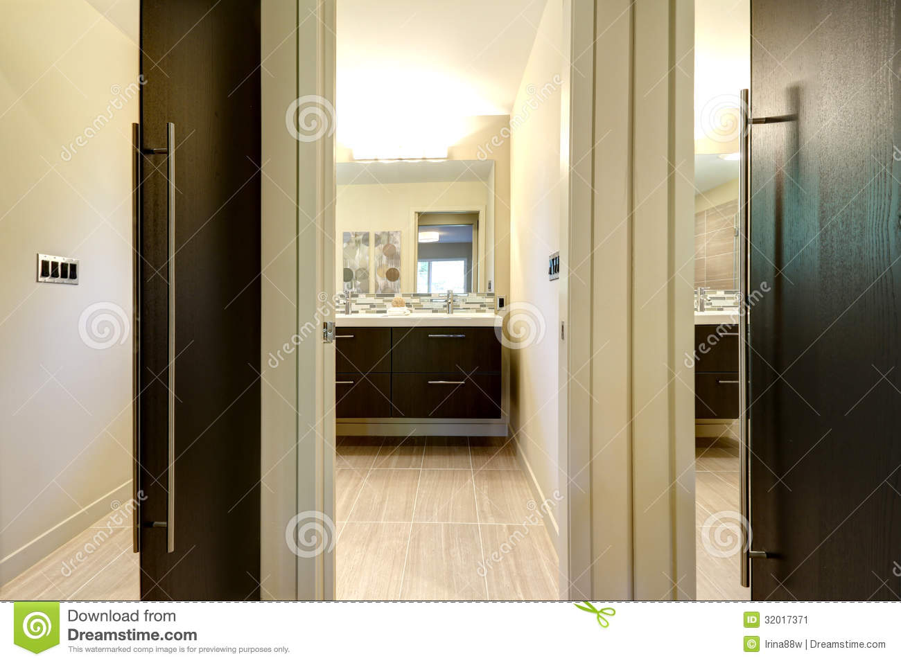 Modern Bathroom With Closet Doors And Hallway With Mirrors. Stock ...