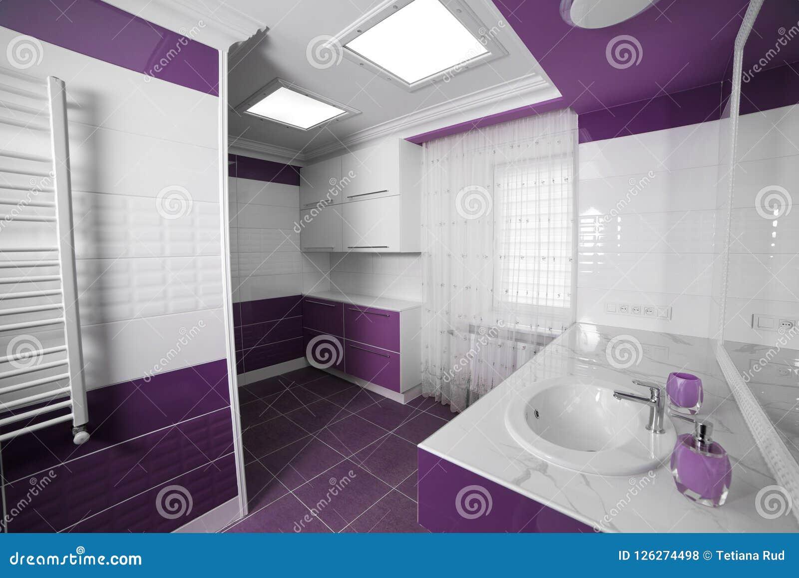 Piastrelle Bagno Mosaico Viola modern bathroom interior with a mosaic panel. stock photo