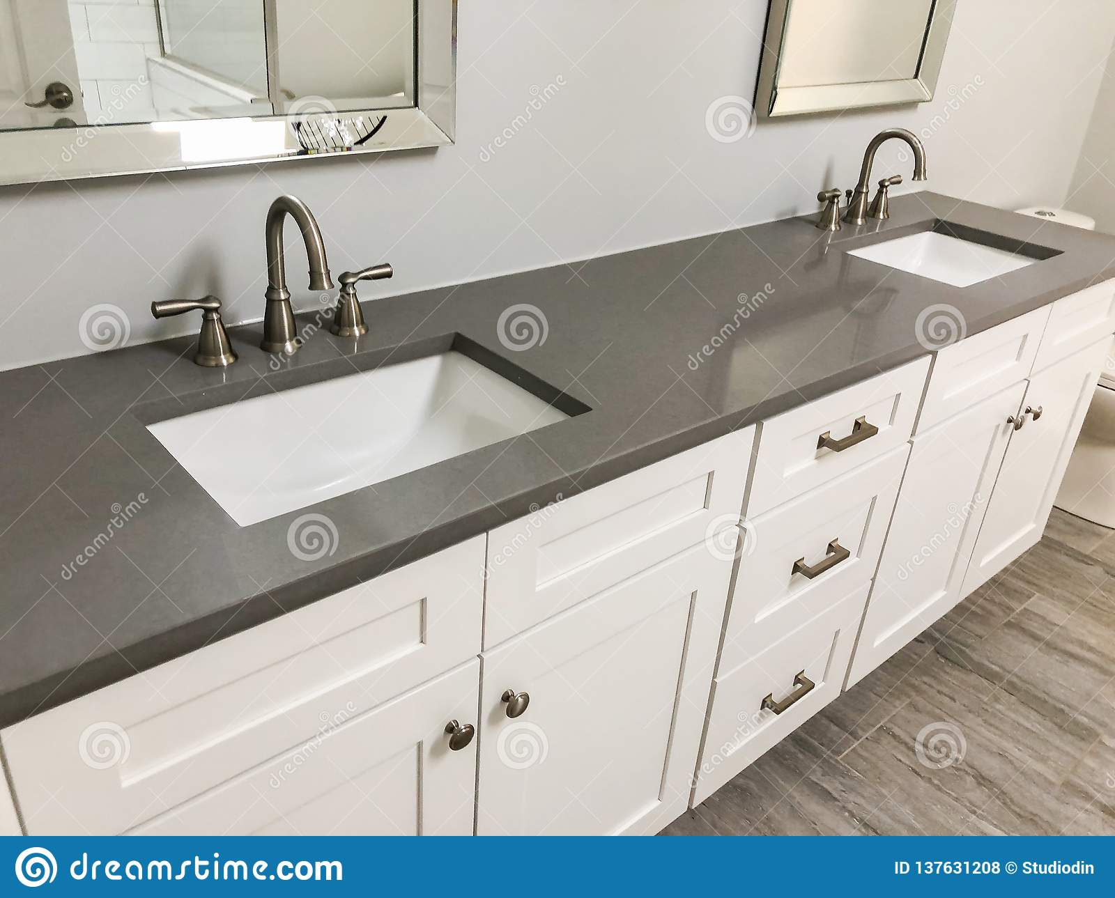 Modern Bathroom With White Cabinets And Quartz Countertop ...