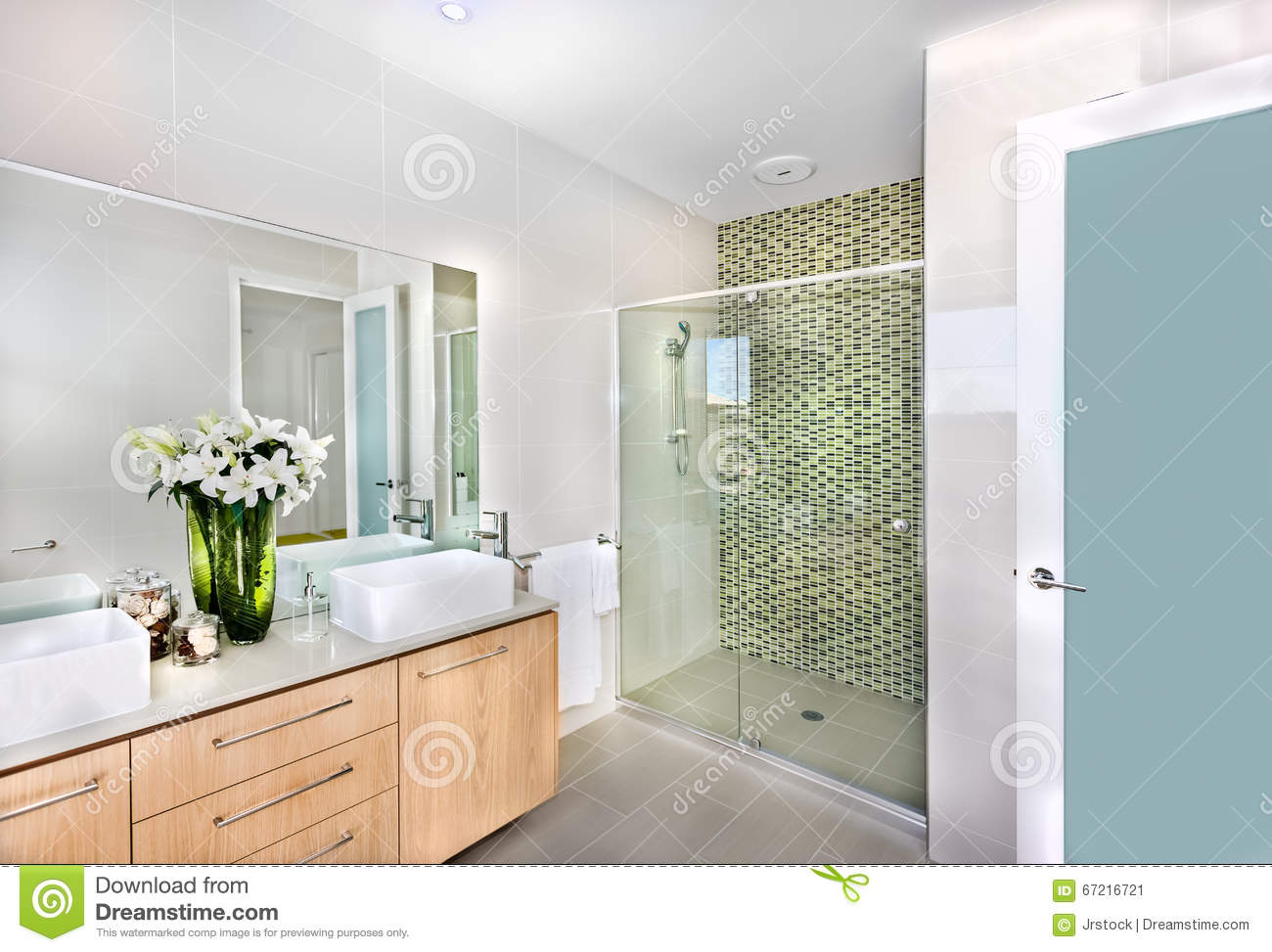 A Modern Bathroom With White Flowers In The Vase