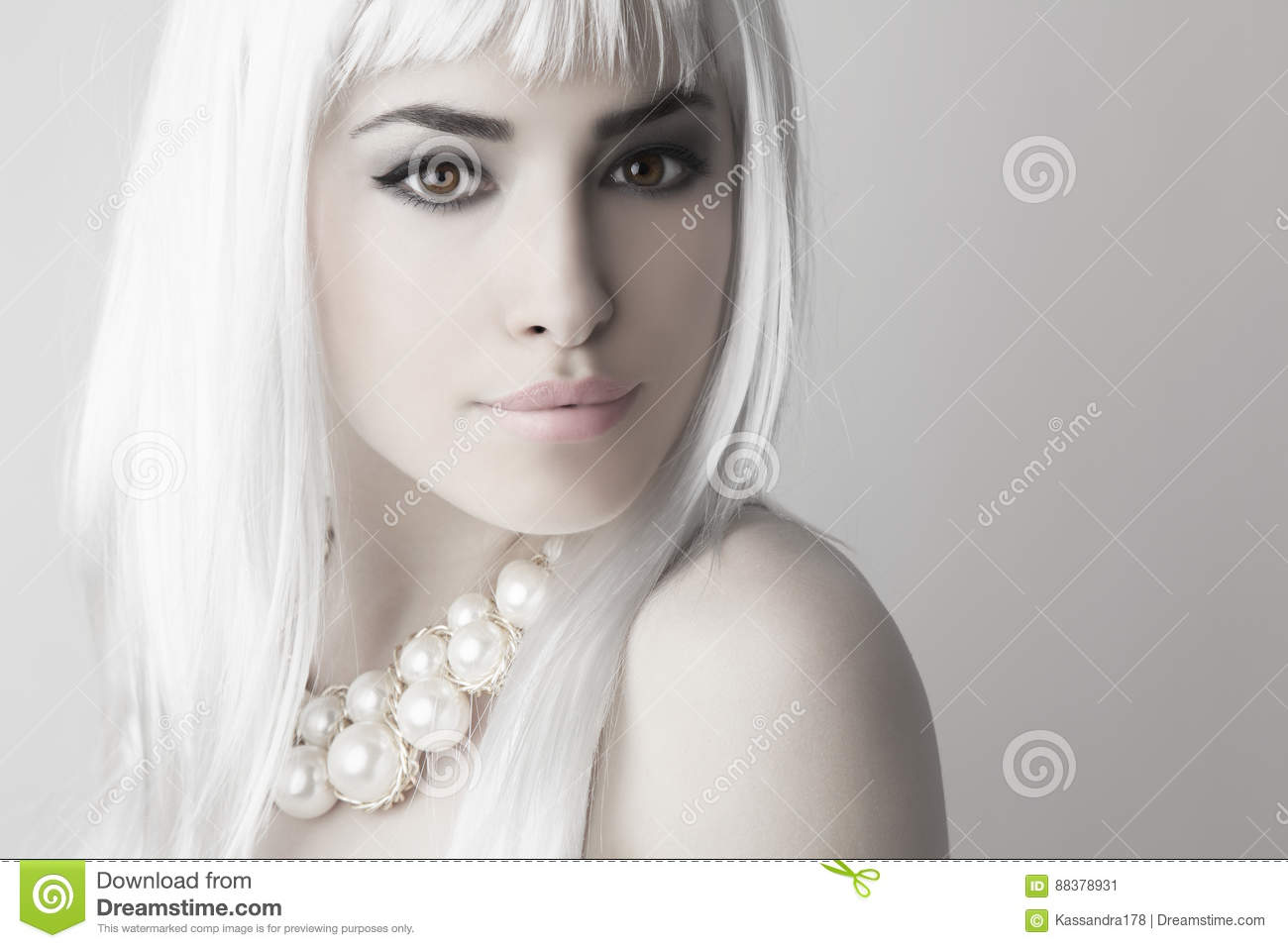 Modern Beauty With Platinum Blonde Hair Color Stock Image Image Of