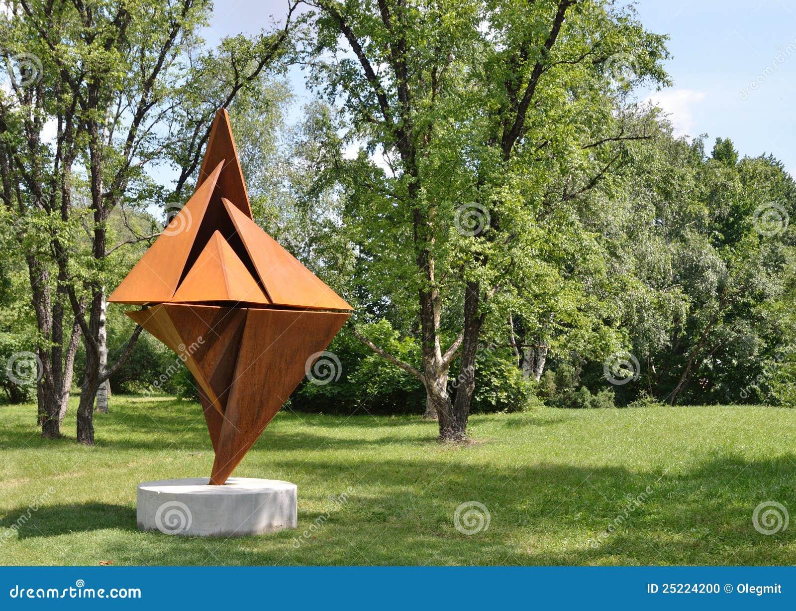 Modern beeldhouwwerk in de botanische tuin redactionele for Foto contemporanea de jardin